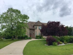 3285 Dartmouth Dr, Brookfield, WI 53005