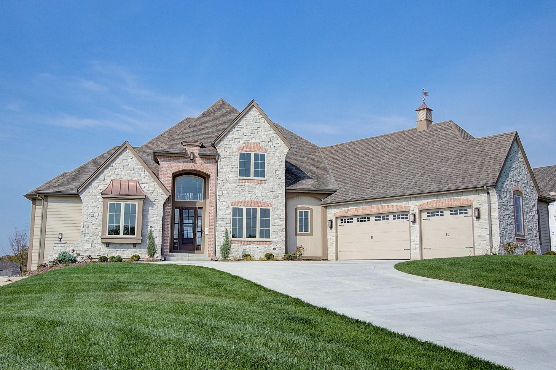 Photo of 1630 Twisted Oak Ct, Hartland, WI 53029