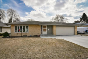 Property for sale at 829 Meadowbrook Dr, West Bend,  WI 53090