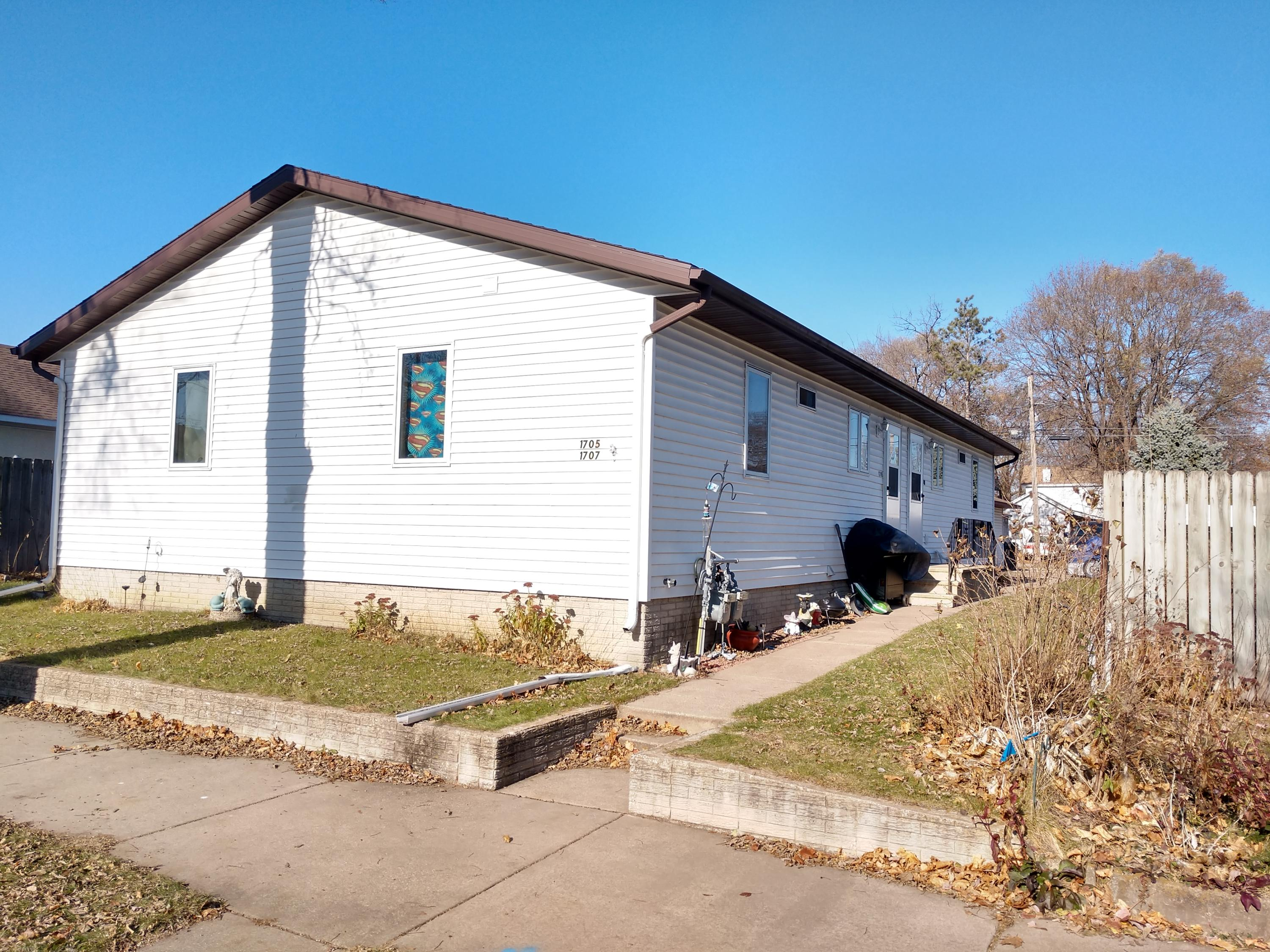 1705-1707 Winnebago ST<br /> La Crosse,La Crosse,54601,2 Bedrooms Bedrooms,1 BathroomBathrooms,Two-family,Winnebago ST,1614519