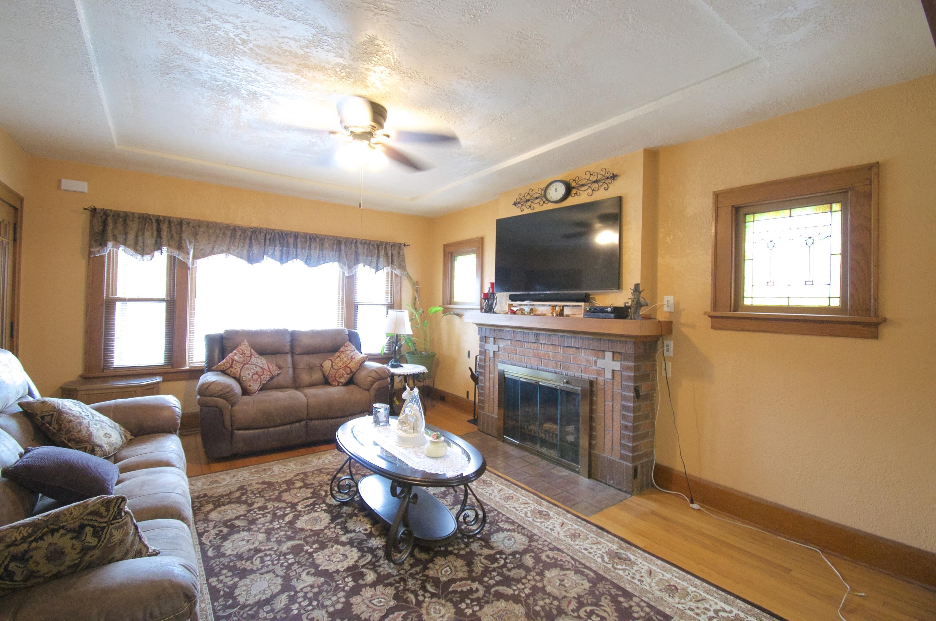Photo #4 of 3713 Lindermann AVE
