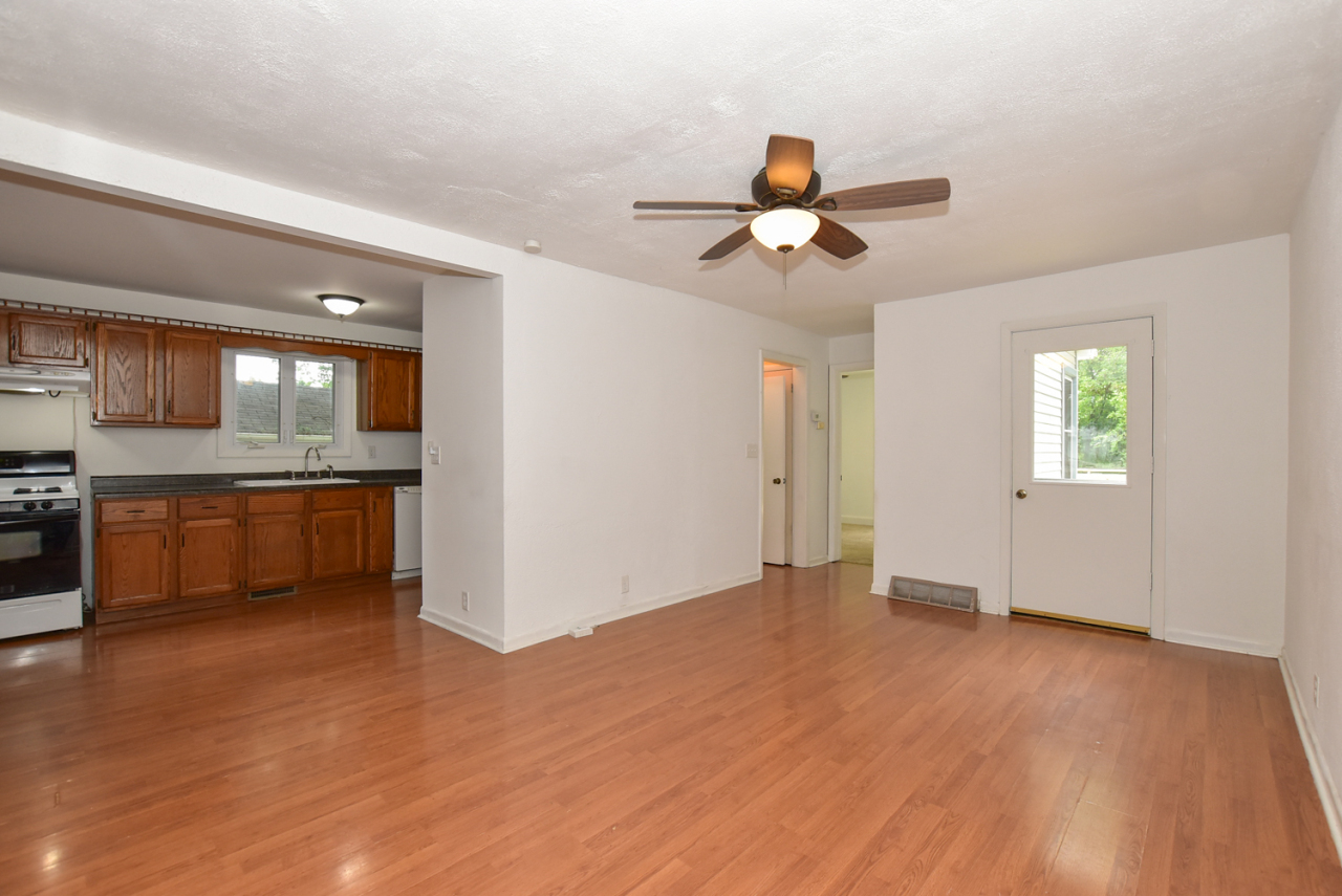 Photo #3 of 30119 Moccasin Dr
