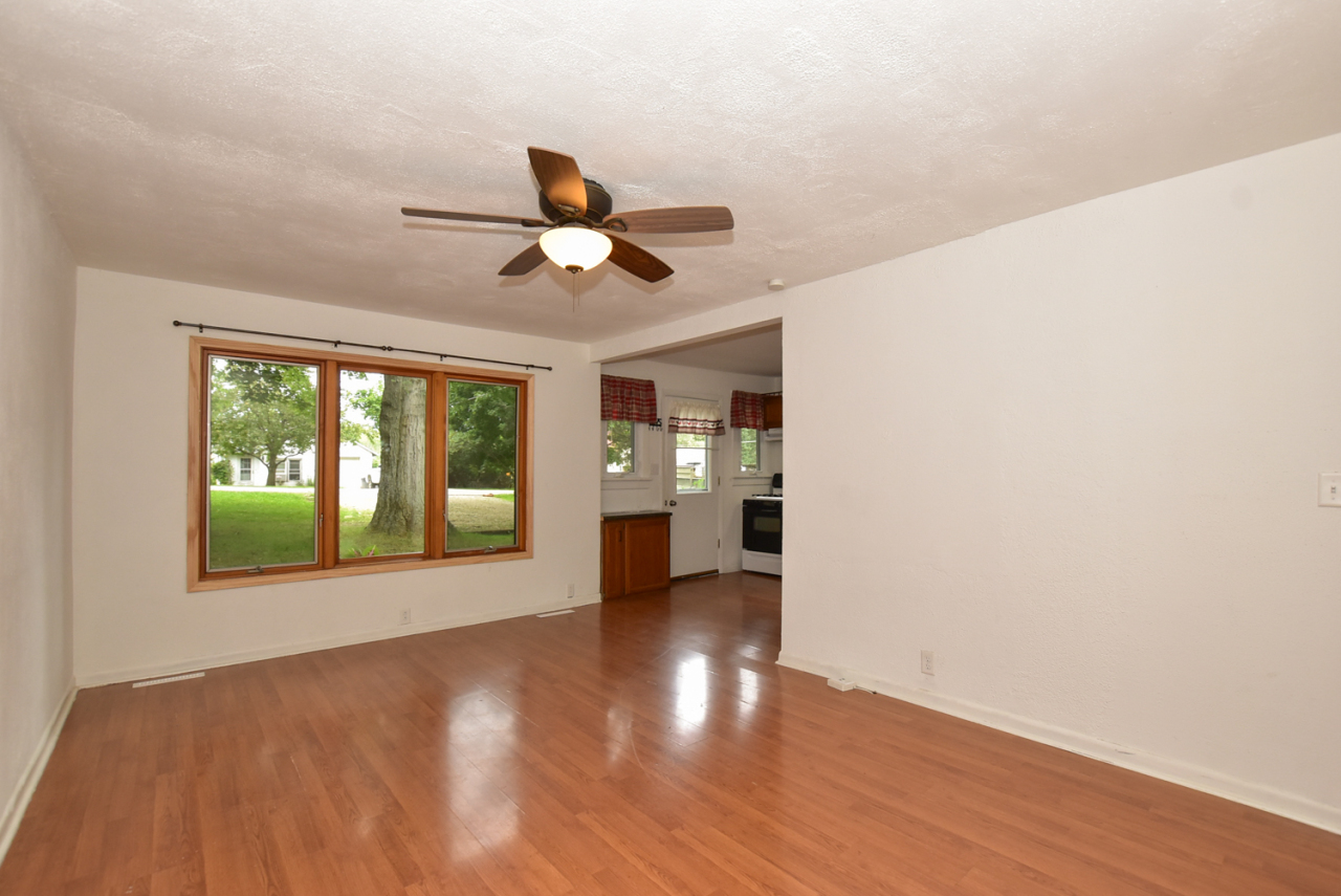 Photo #4 of 30119 Moccasin Dr