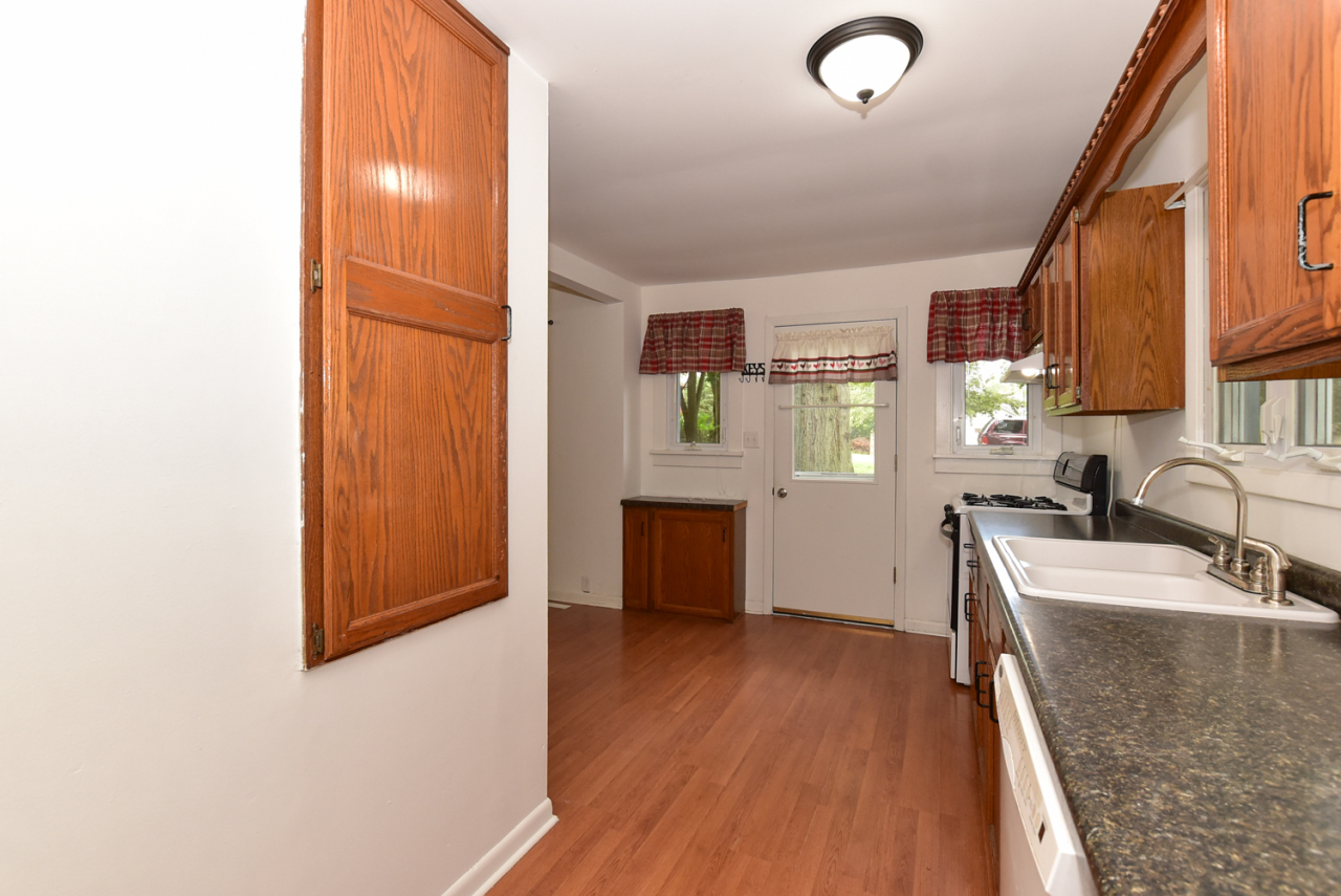 Photo #5 of 30119 Moccasin Dr