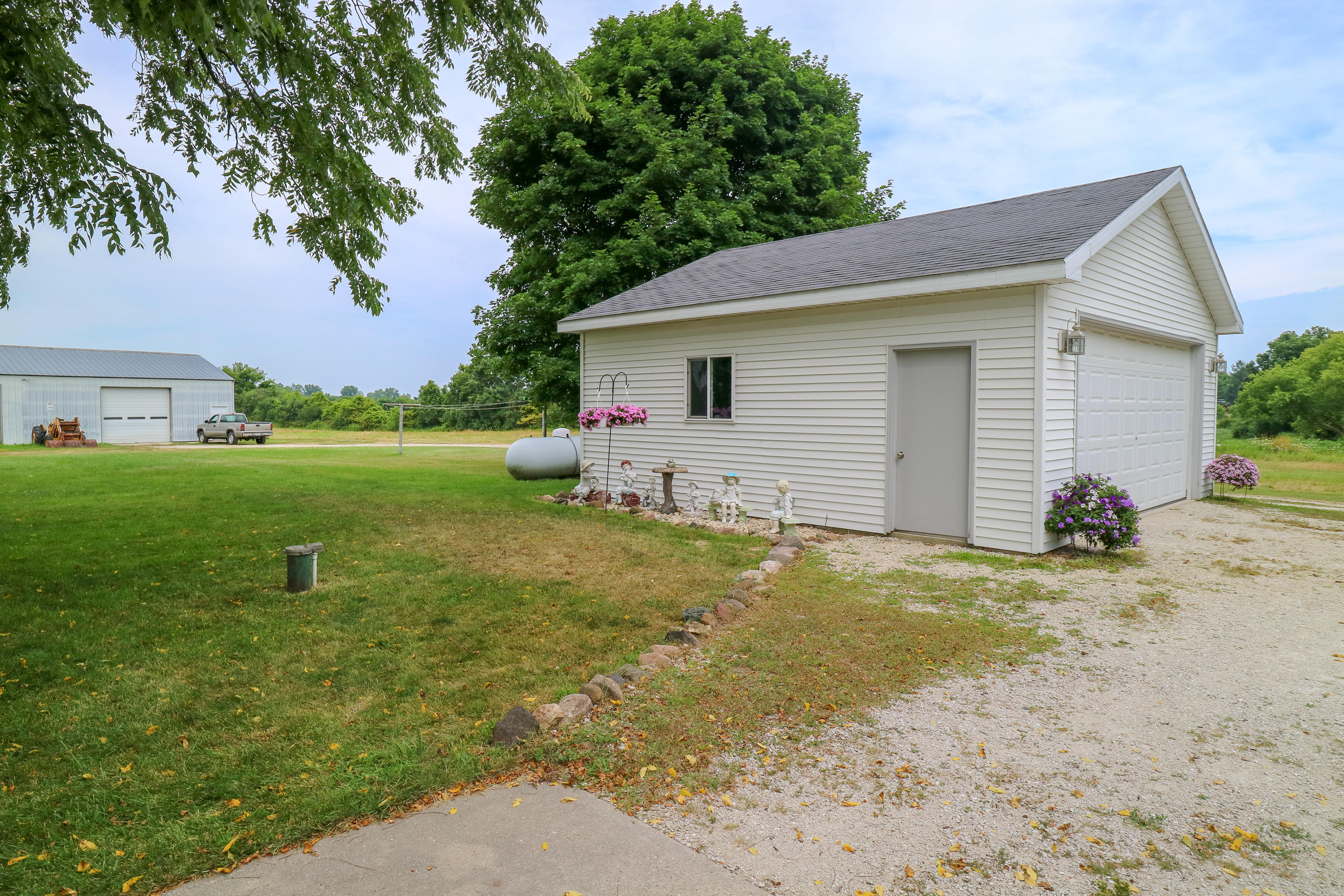 2218 128th St, Pleasant Prairie, Wisconsin 53158, 3 Bedrooms Bedrooms, 6 Rooms Rooms,2 BathroomsBathrooms,Single-family,For Sale,128th St,1655282