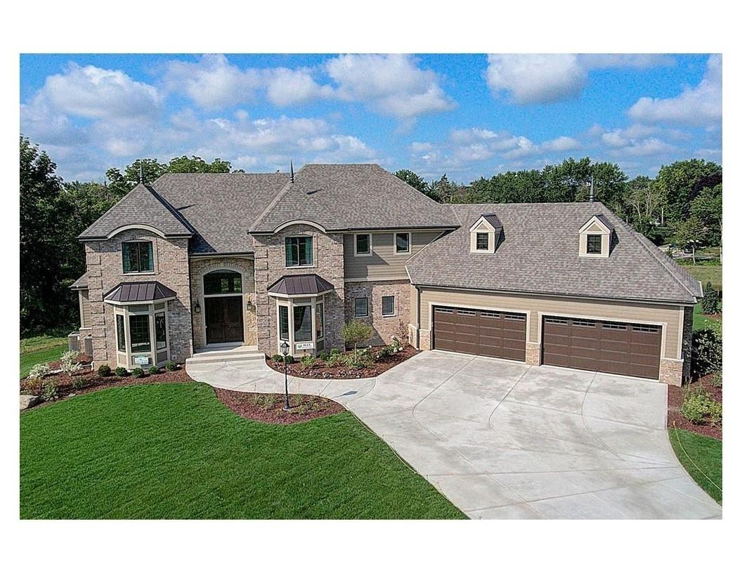 Photo of 13600 N Lake Shore Dr, Mequon, WI 53092