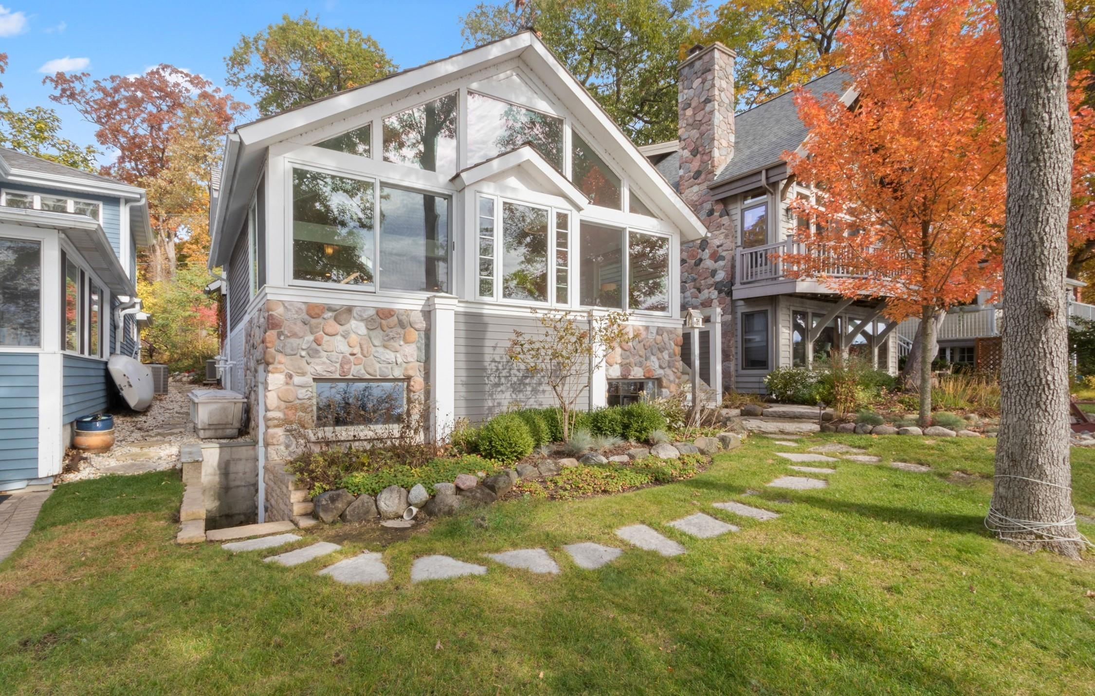 Photo of 3 Dartmouth Rd, Williams Bay, WI 53191