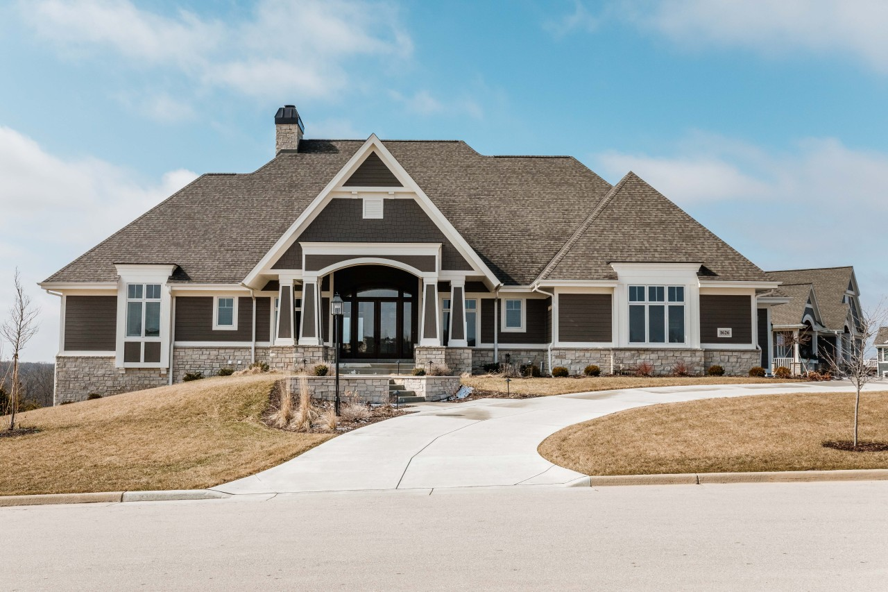 Photo of 1626 Twisted Oak Ct, Hartland, WI 53029