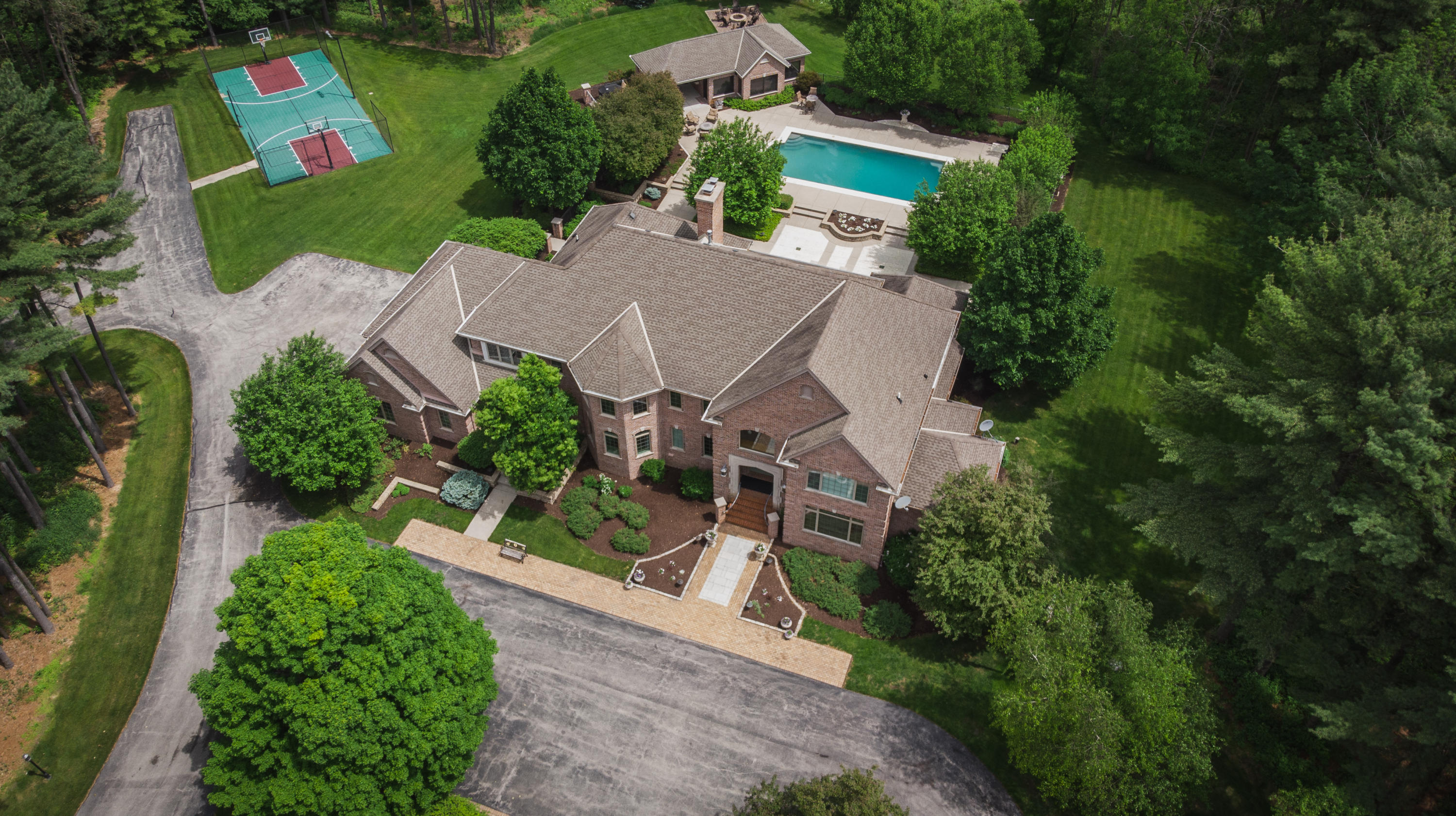 Photo of 6304 N Oakland Hills Rd, Nashotah, WI 53058