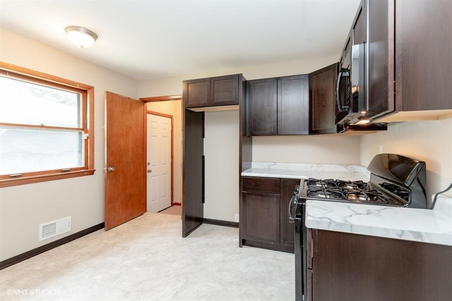 8900 Daphne St, Milwaukee, Wisconsin 53224, 2 Bedrooms Bedrooms, 5 Rooms Rooms,1 BathroomBathrooms,Single-family,For Sale,Daphne St,1700587