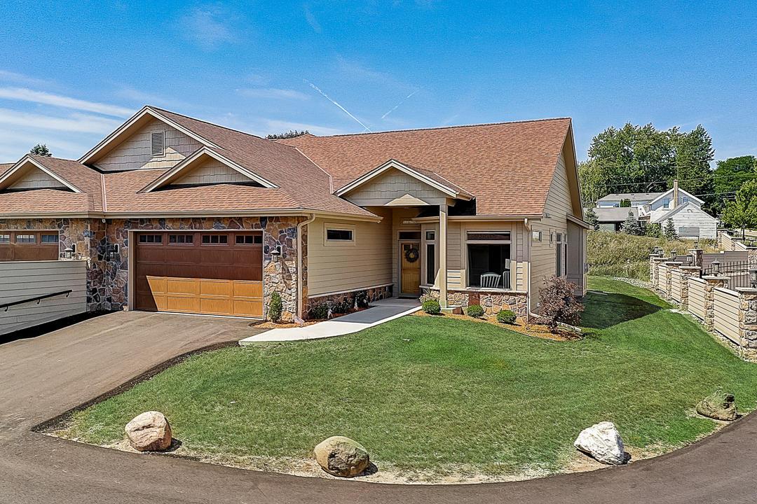 Almost-New, Open & Airy Ranch Condo