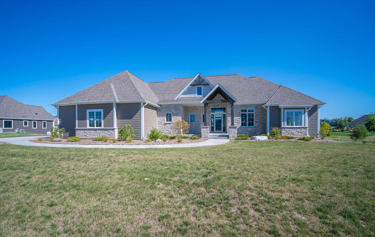Photo of 1653 Whistling Hill Cir, Hartland, WI 53029