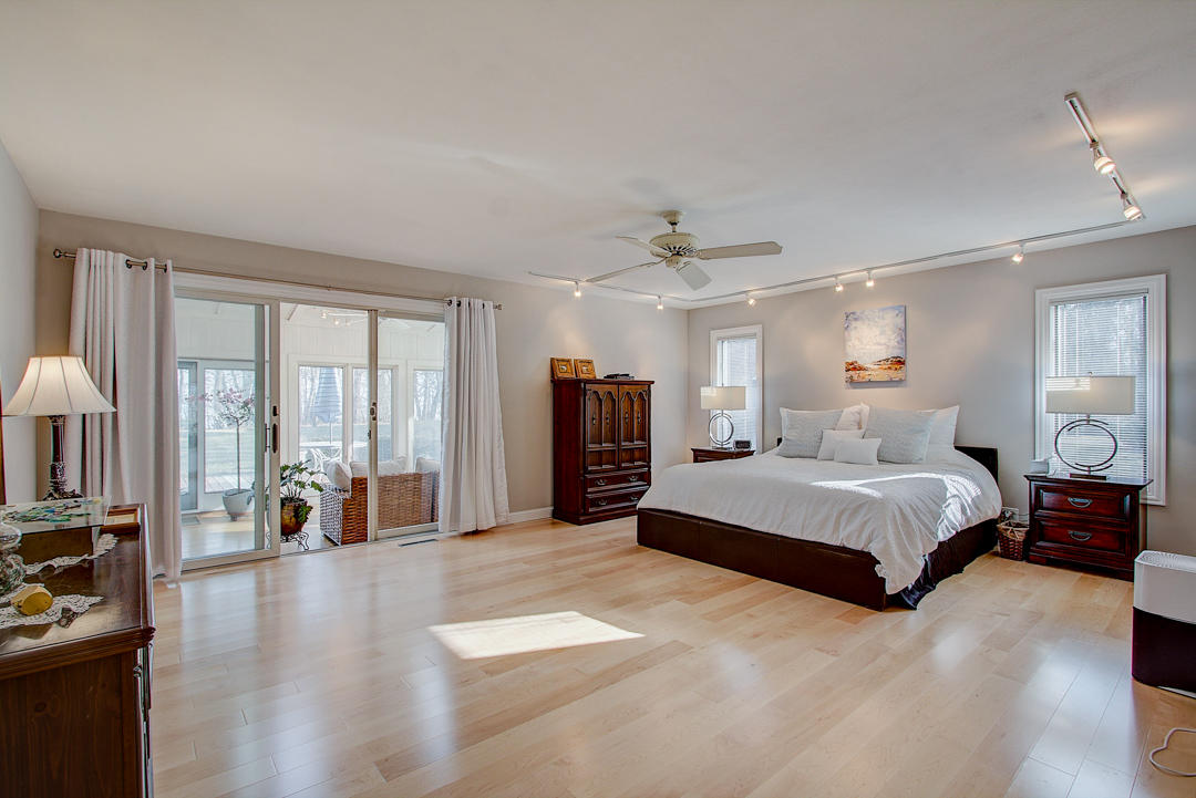 1260 Donges Ct, Bayside, Wisconsin 53217, 4 Bedrooms Bedrooms, 8 Rooms Rooms,3 BathroomsBathrooms,Single-family,For Sale,Donges Ct,1709202