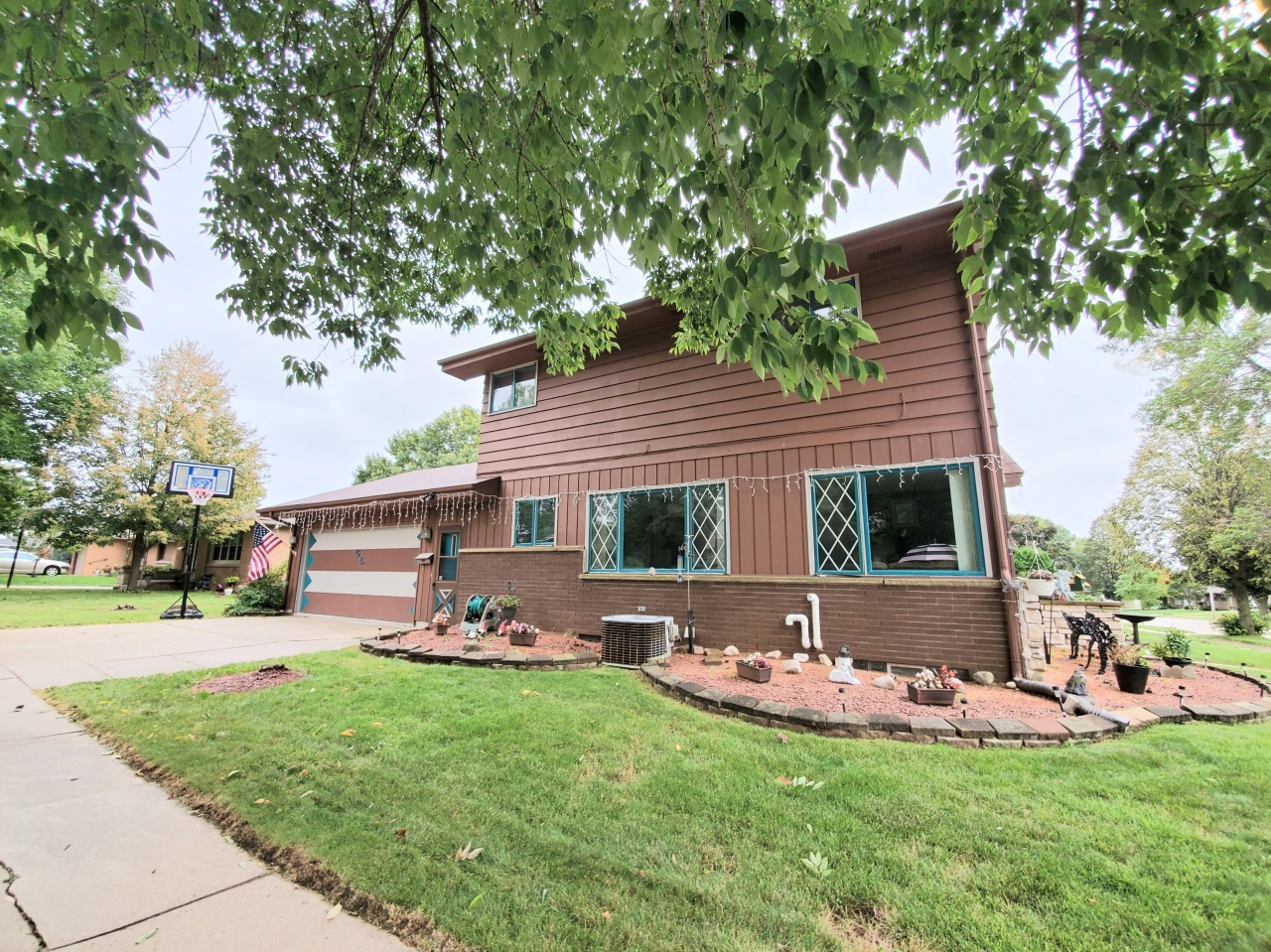 1703 25th St, Sheboygan, Wisconsin 53081, 3 Bedrooms Bedrooms, 8 Rooms Rooms,2 BathroomsBathrooms,Single-family,For Sale,25th St,1709042