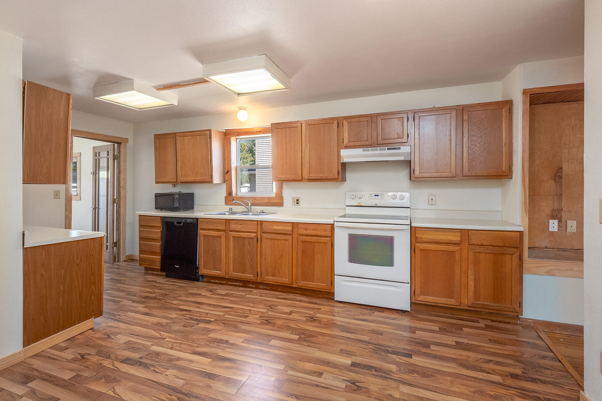 1052 Grant AVE, Cleveland, Wisconsin 53015, 3 Bedrooms Bedrooms, 5 Rooms Rooms,1 BathroomBathrooms,Single-family,For Sale,Grant AVE,1713357