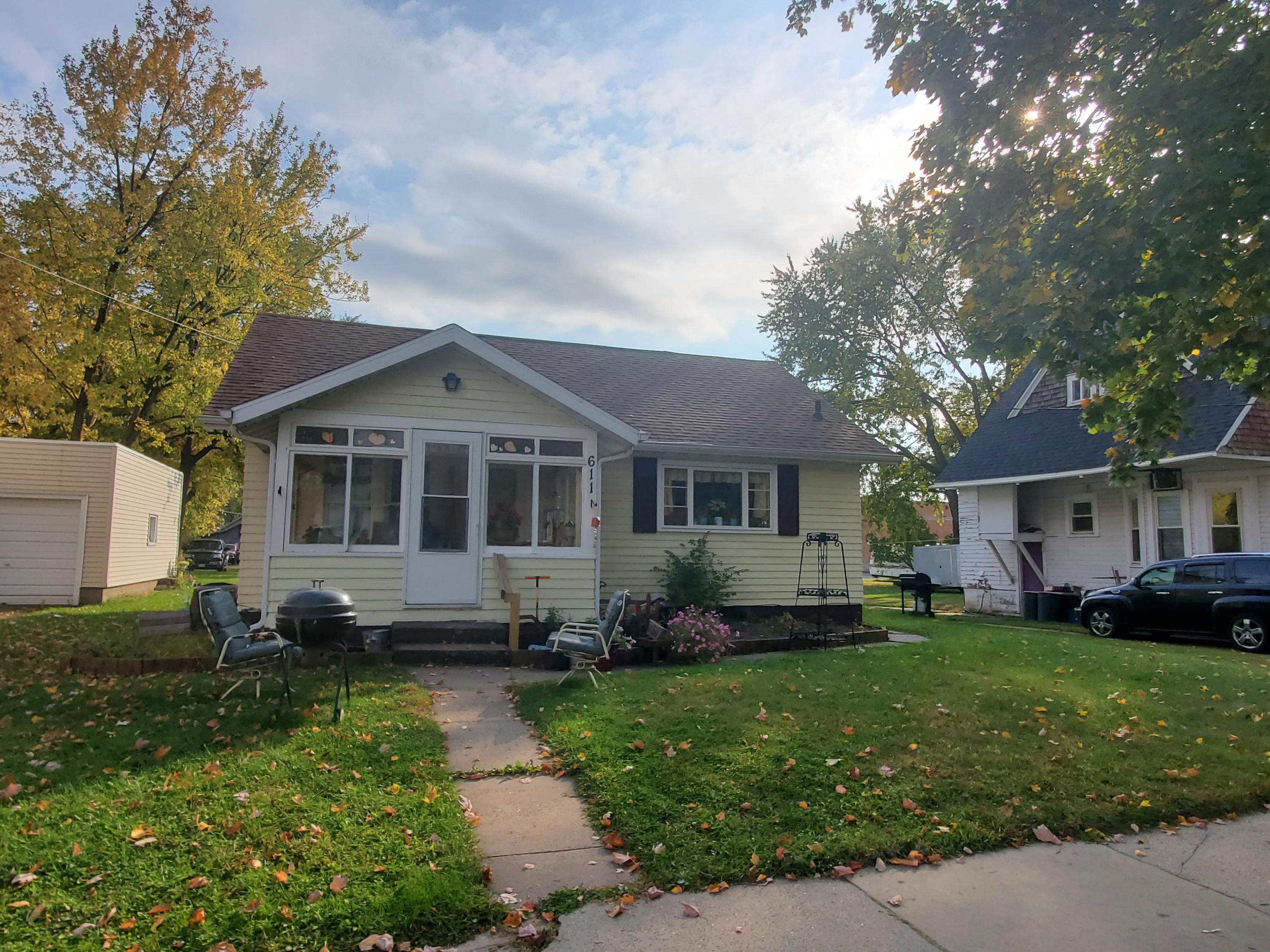 611 Hill St, Sparta, Wisconsin 54656, 4 Bedrooms Bedrooms, 8 Rooms Rooms,4 BathroomsBathrooms,Single-family,For Sale,Hill St,1714258