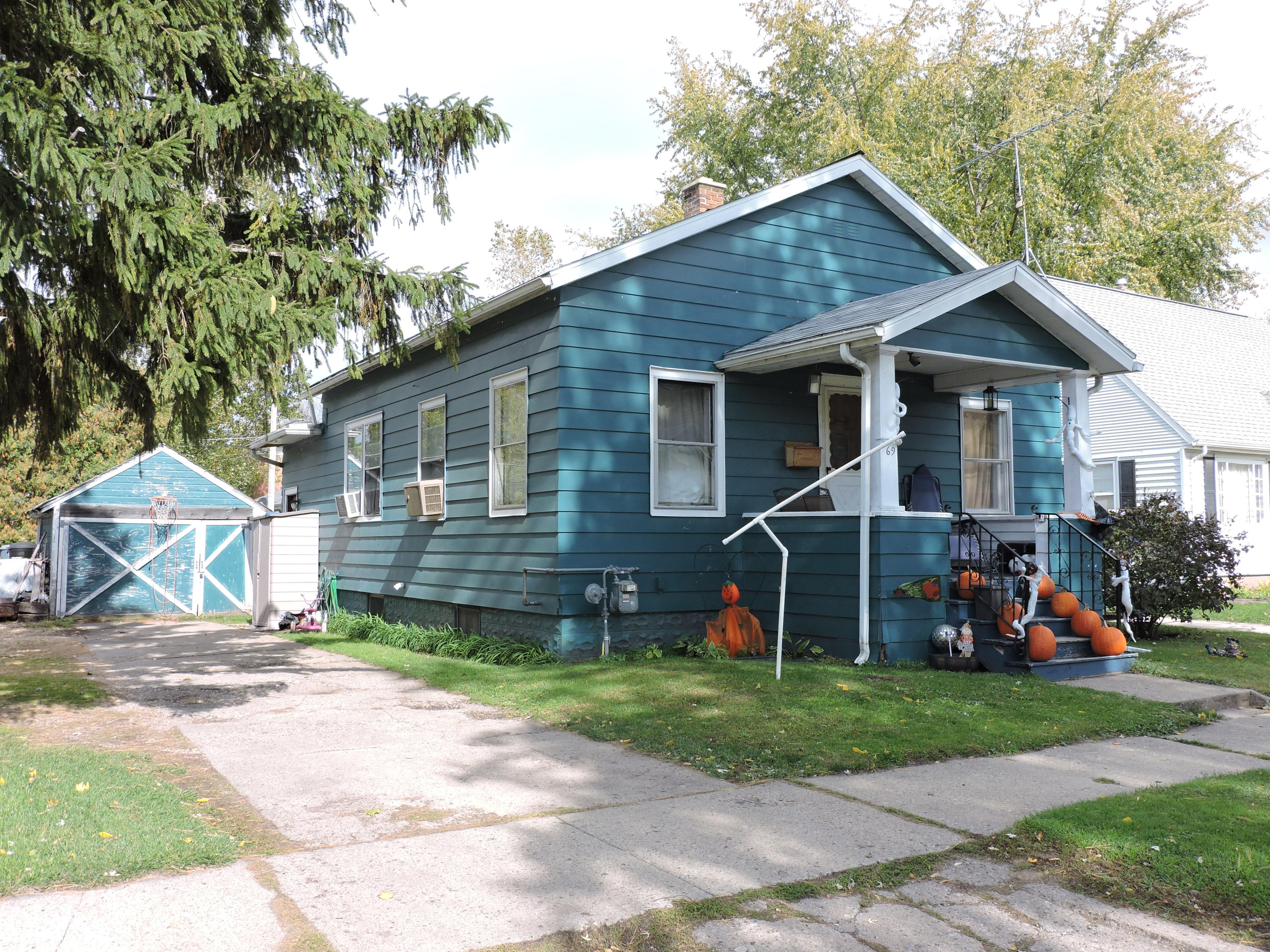 69 Bank St, Fond Du Lac, Wisconsin 54935, 2 Bedrooms Bedrooms, ,1 BathroomBathrooms,Single-family,For Sale,Bank St,1714599
