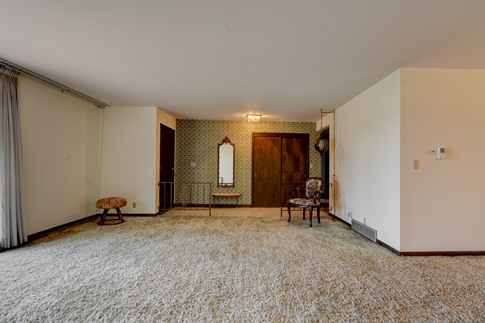 11246 Farmdale Rd, Mequon, Wisconsin 53097, 4 Bedrooms Bedrooms, 9 Rooms Rooms,2 BathroomsBathrooms,Single-family,For Sale,Farmdale Rd,1712976