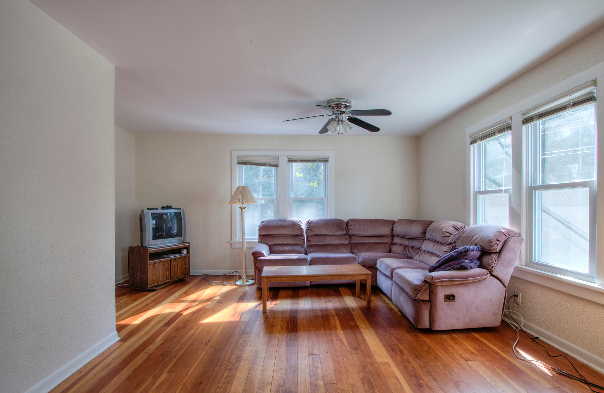 W4724 Lakeshore Dr, Linn, Wisconsin 53125, 5 Bedrooms Bedrooms, 11 Rooms Rooms,1 BathroomBathrooms,Single-family,For Sale,Lakeshore Dr,1715347