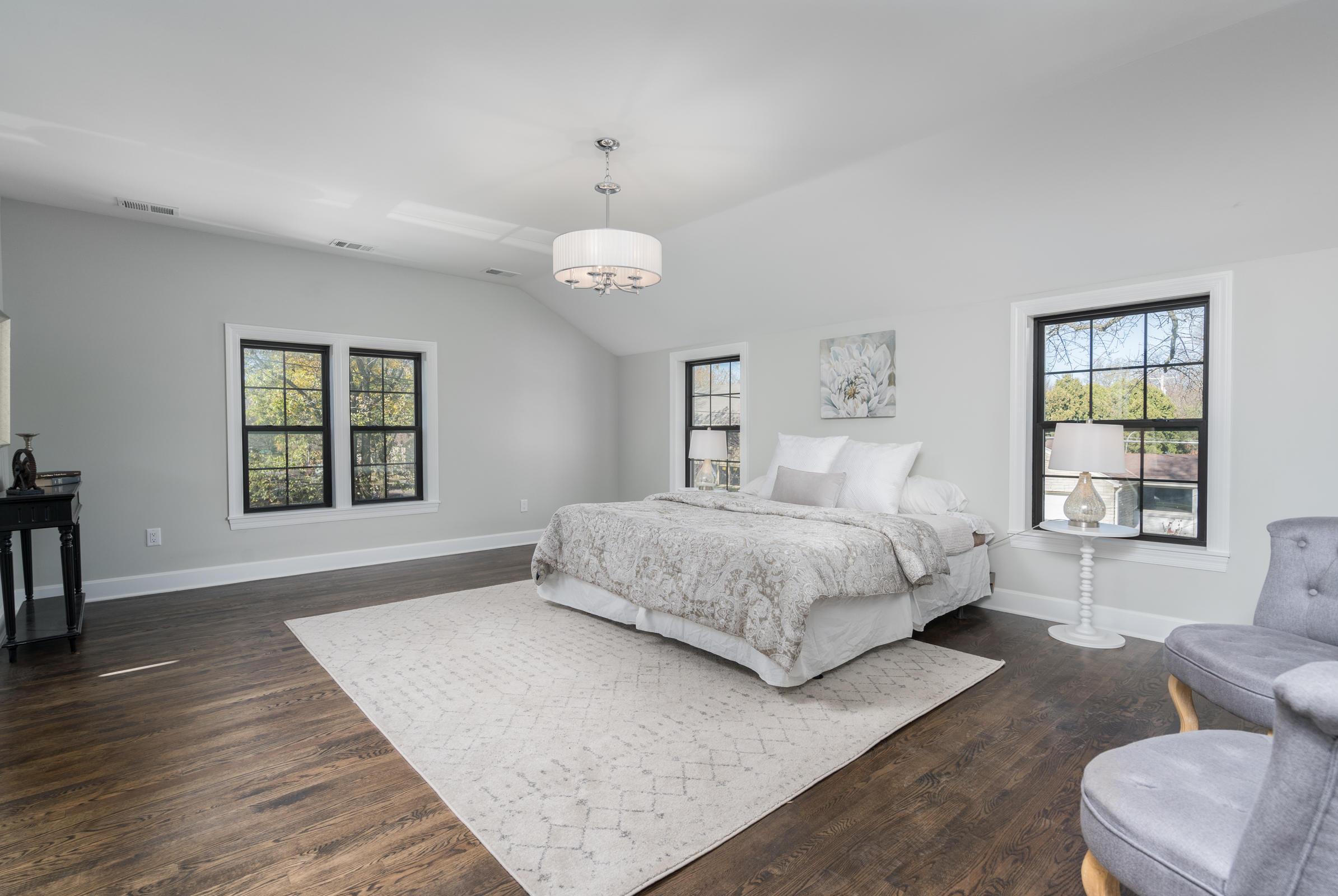 5977 Lake Dr, Whitefish Bay, Wisconsin 53217, 4 Bedrooms Bedrooms, 8 Rooms Rooms,2 BathroomsBathrooms,Single-family,For Sale,Lake Dr,1716544