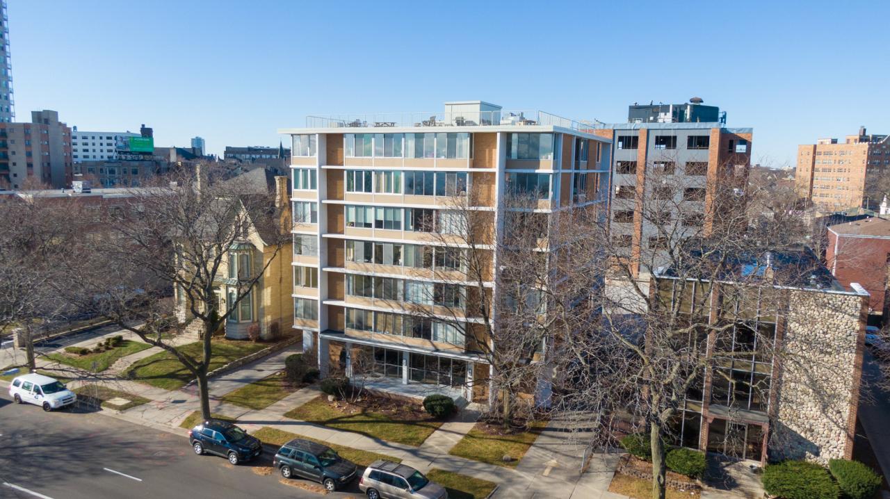 1409 Prospect Ave, Milwaukee, Wisconsin 53202, 1 Bedroom Bedrooms, 4 Rooms Rooms,1 BathroomBathrooms,Condominium,For Sale,Prospect Ave,1720321