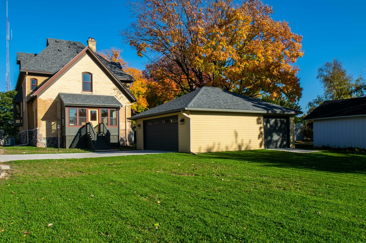 16 Church St, Elkhorn, Wisconsin 53121, 5 Bedrooms Bedrooms, 11 Rooms Rooms,3 BathroomsBathrooms,Single-family,For Sale,Church St,1714038