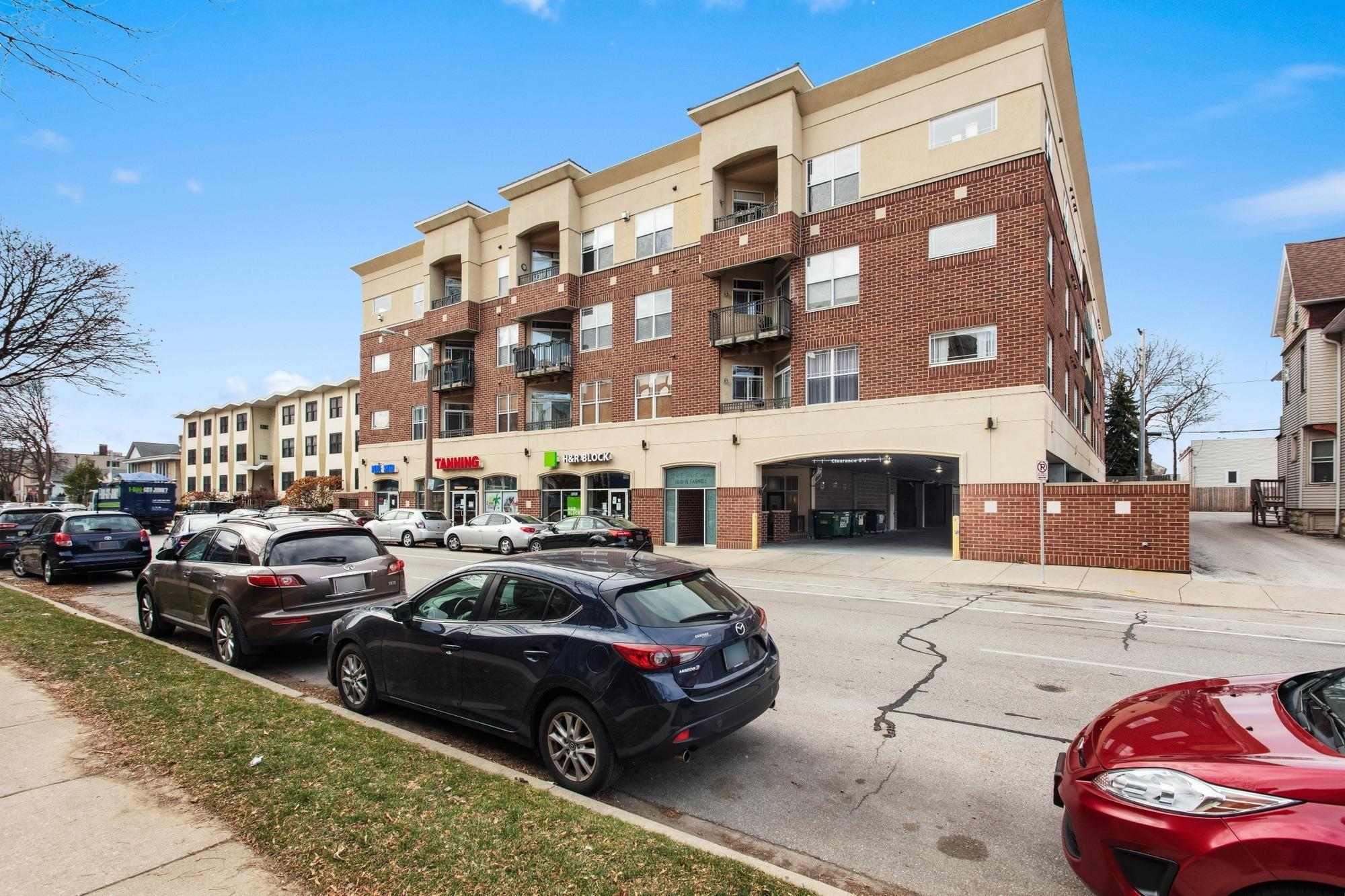 1619 Farwell Ave, Milwaukee, Wisconsin 53202, 2 Bedrooms Bedrooms, 5 Rooms Rooms,2 BathroomsBathrooms,Condominium,For Sale,Farwell Ave,1720861