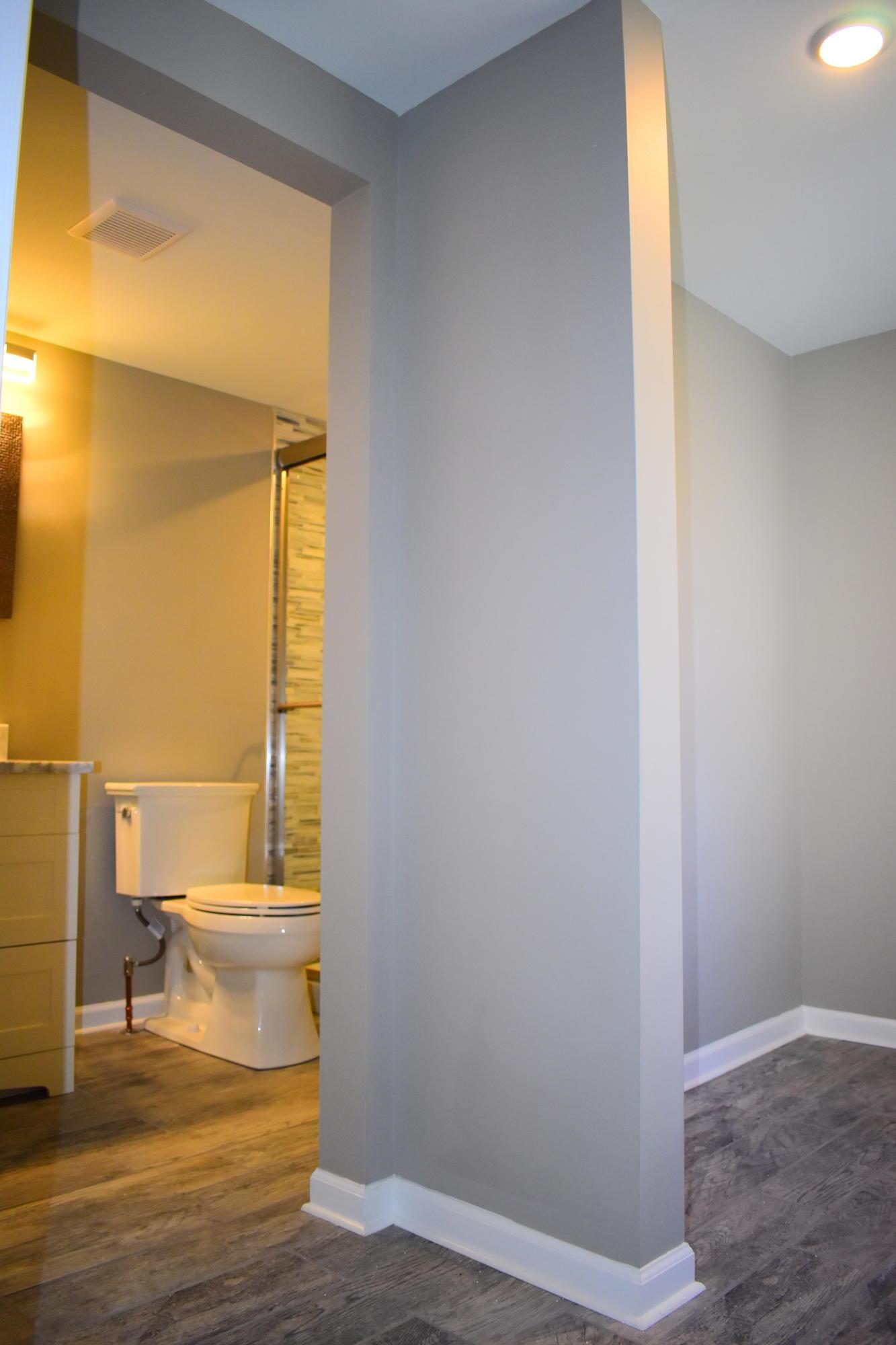 En suite Bath and Closet