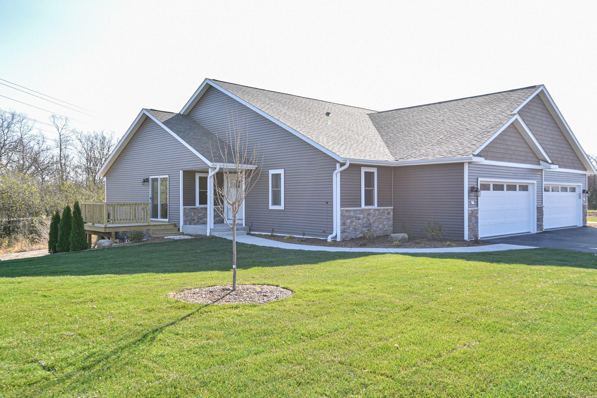301 Trailview Crossing, Waterford, Wisconsin 53185, 2 Bedrooms Bedrooms, 5 Rooms Rooms,2 BathroomsBathrooms,Condominium,For Sale,Trailview Crossing,1721240