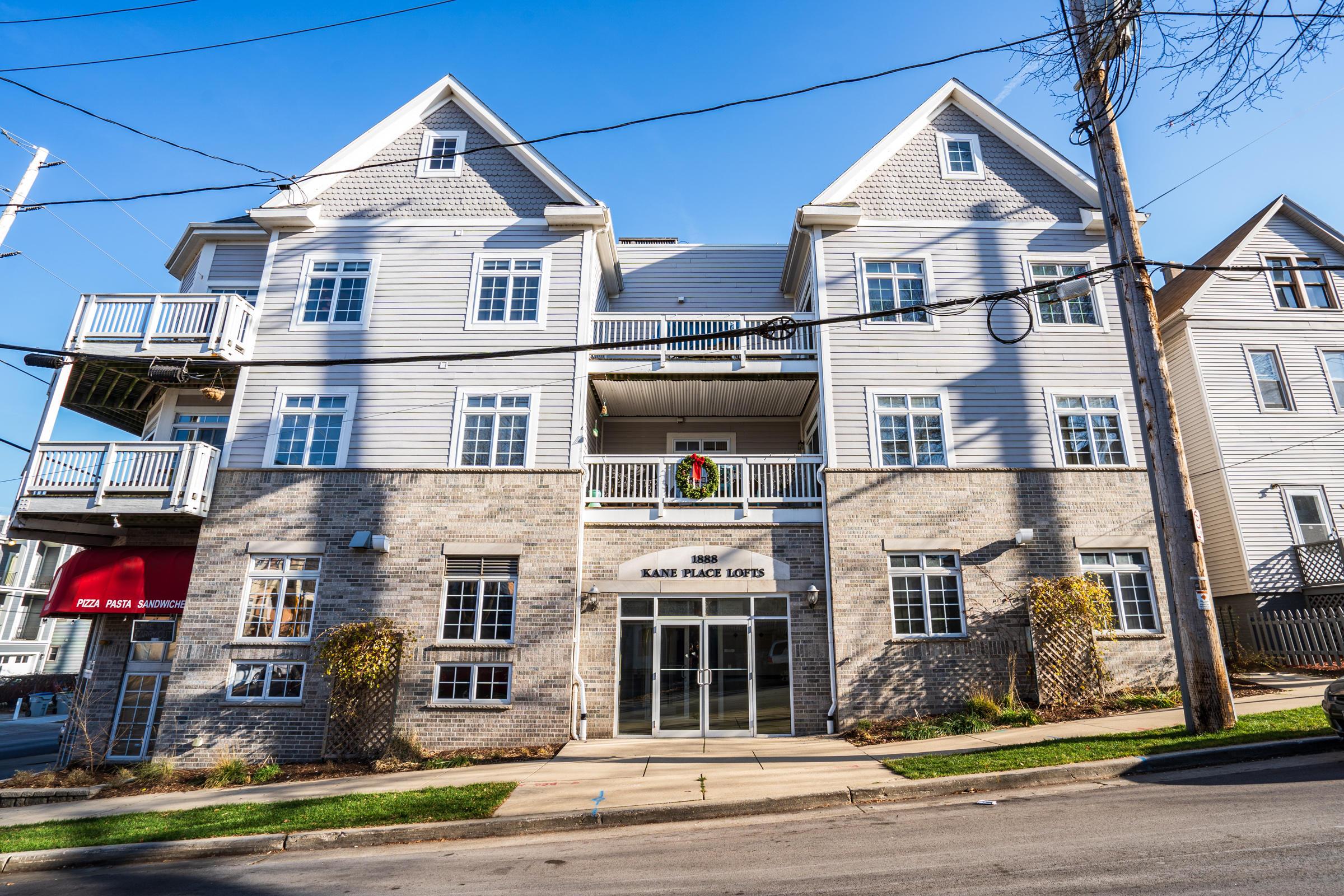 1888 Humboldt Ave, Milwaukee, Wisconsin 53202, 2 Bedrooms Bedrooms, 6 Rooms Rooms,2 BathroomsBathrooms,Condominium,For Sale,Humboldt Ave,1721359