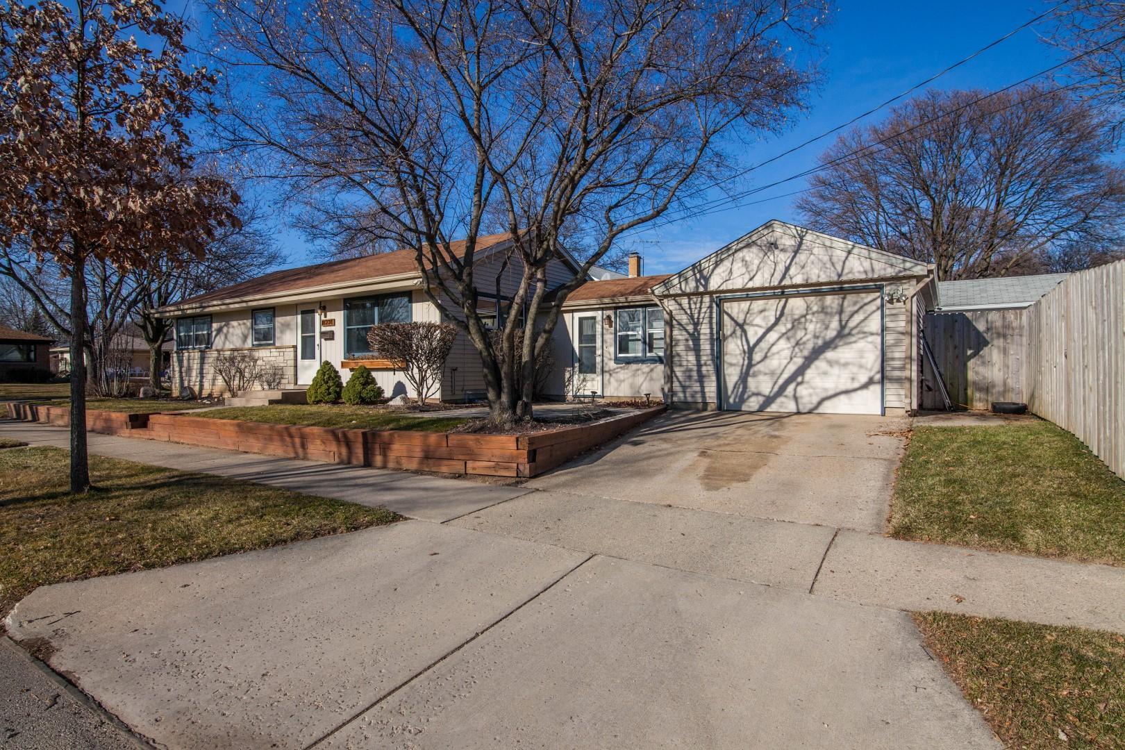 8230 Nash St, Milwaukee, Wisconsin 53222, 3 Bedrooms Bedrooms, ,1 BathroomBathrooms,Single-family,For Sale,Nash St,1721324