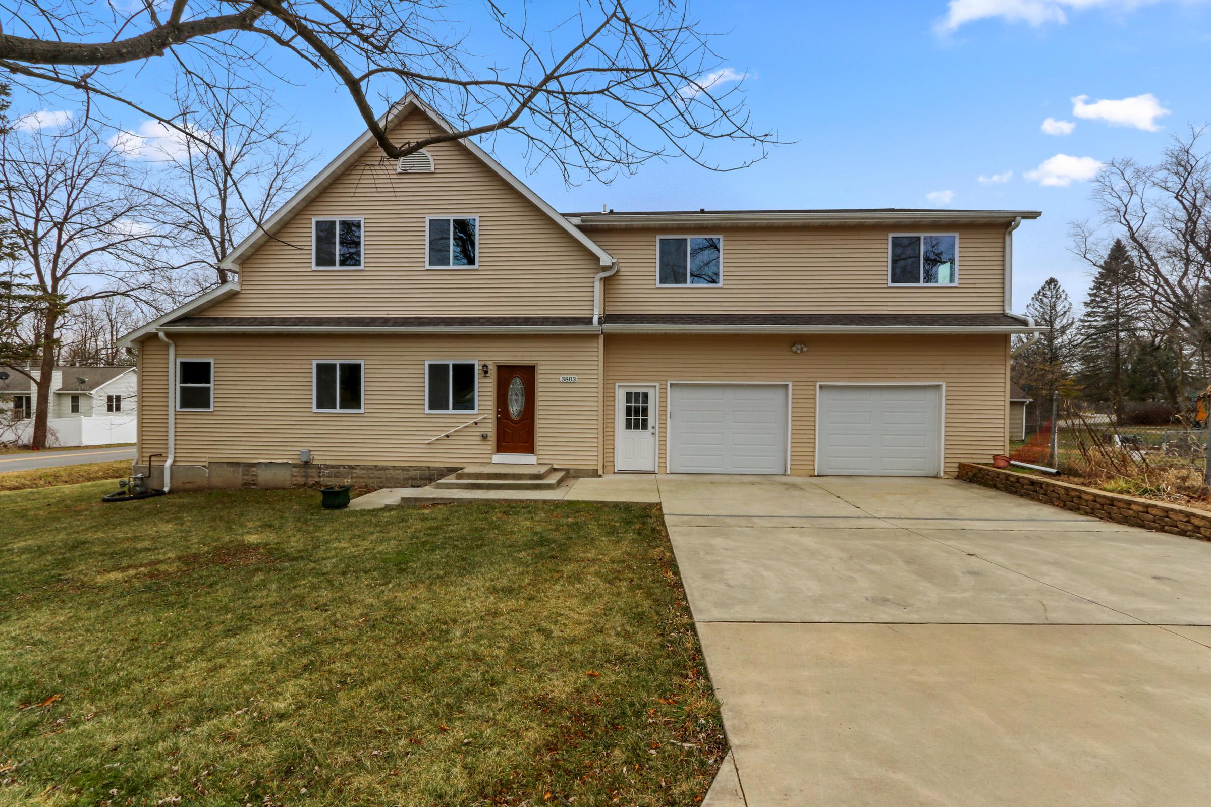 W3803 Magnolia Dr, Geneva, Wisconsin 53147, 5 Bedrooms Bedrooms, ,3 BathroomsBathrooms,Single-family,For Sale,Magnolia Dr,1721381