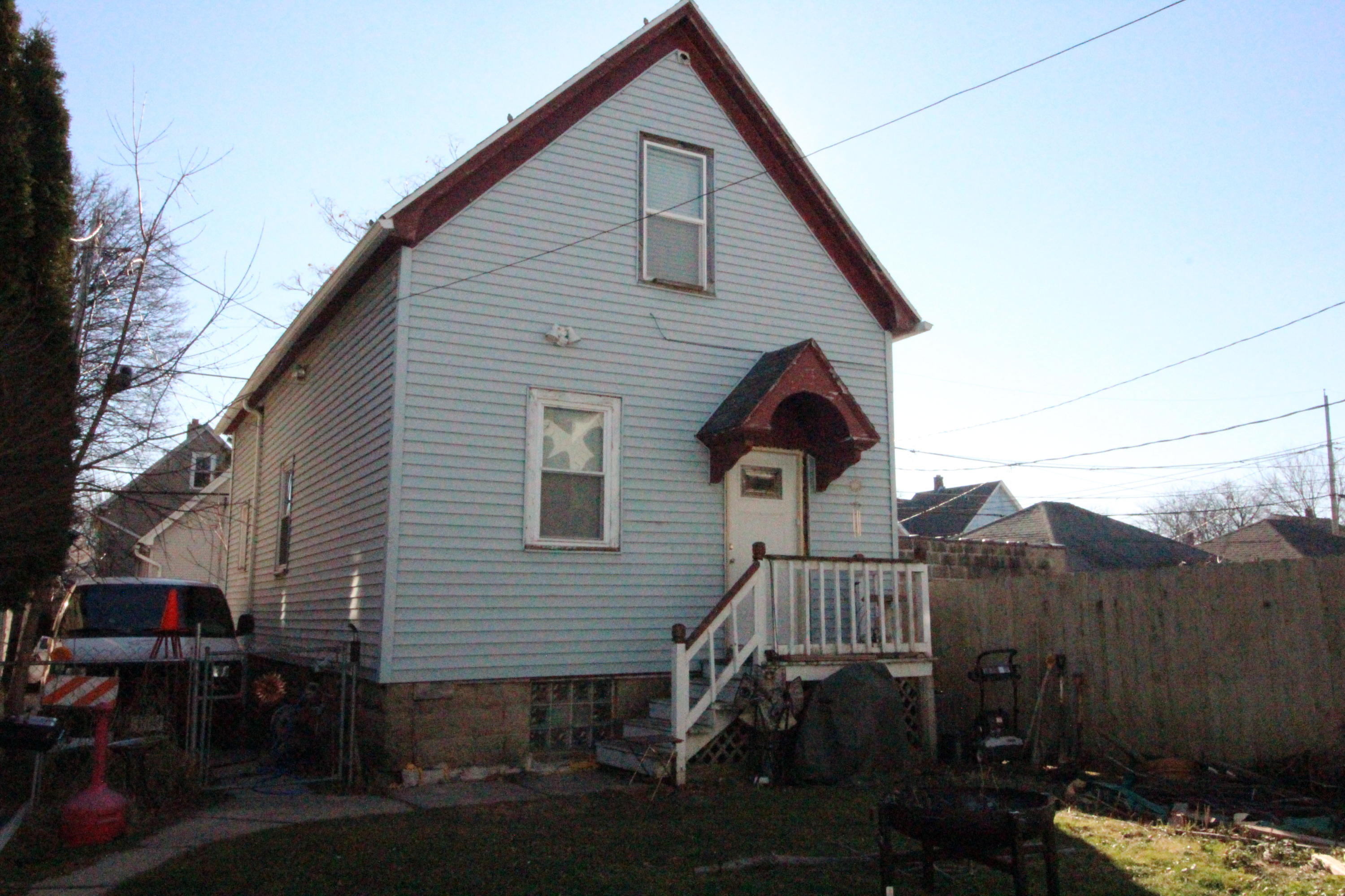 525 Dover St, Milwaukee, Wisconsin 53207, ,Two-family,For Sale,Dover St,1721436