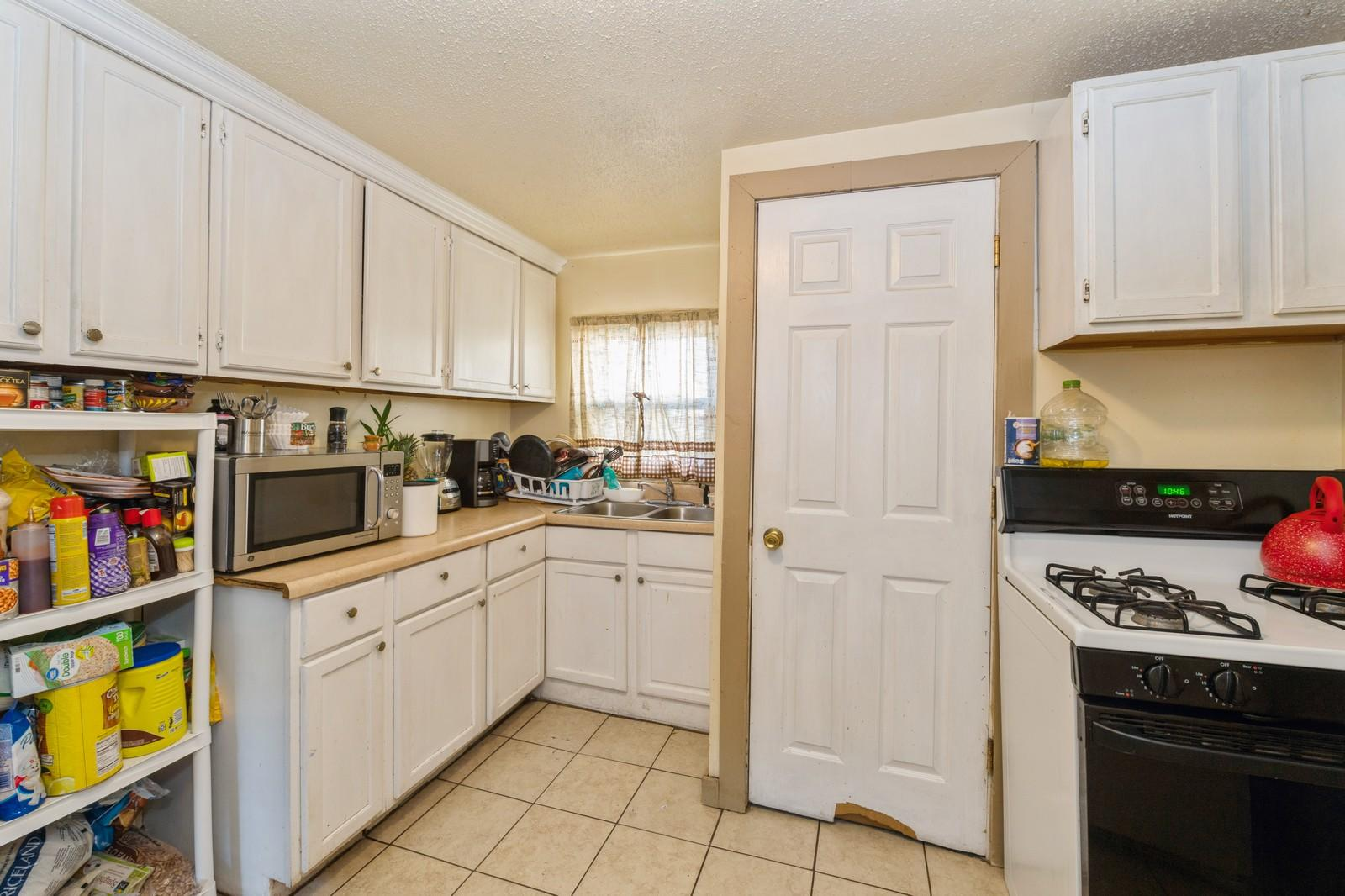 1212 Memorial Dr, Racine, Wisconsin 53403, 2 Bedrooms Bedrooms, 4 Rooms Rooms,1 BathroomBathrooms,Single-family,For Sale,Memorial Dr,1721473