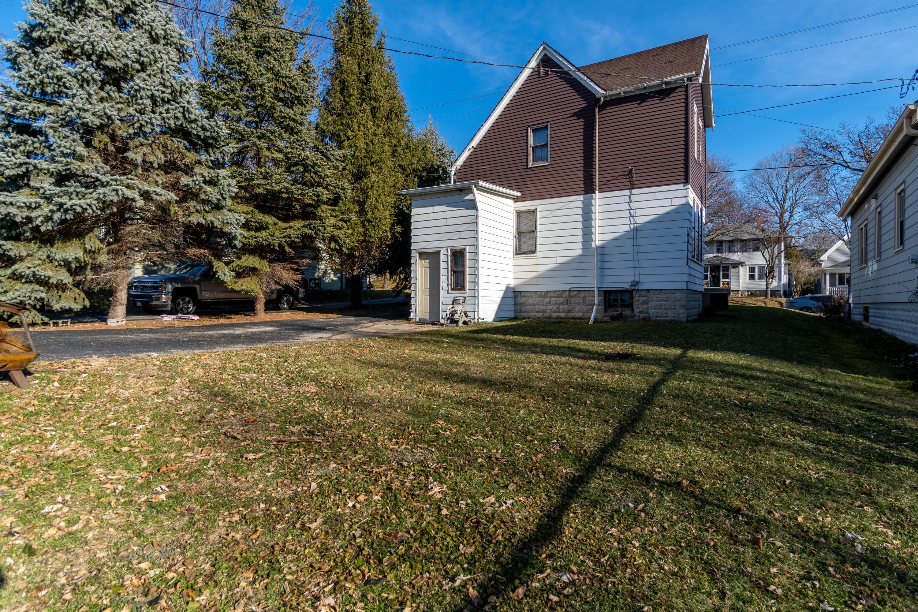 1327 68th St, Wauwatosa, Wisconsin 53213, 3 Bedrooms Bedrooms, ,1 BathroomBathrooms,Single-family,For Sale,68th St,1720532