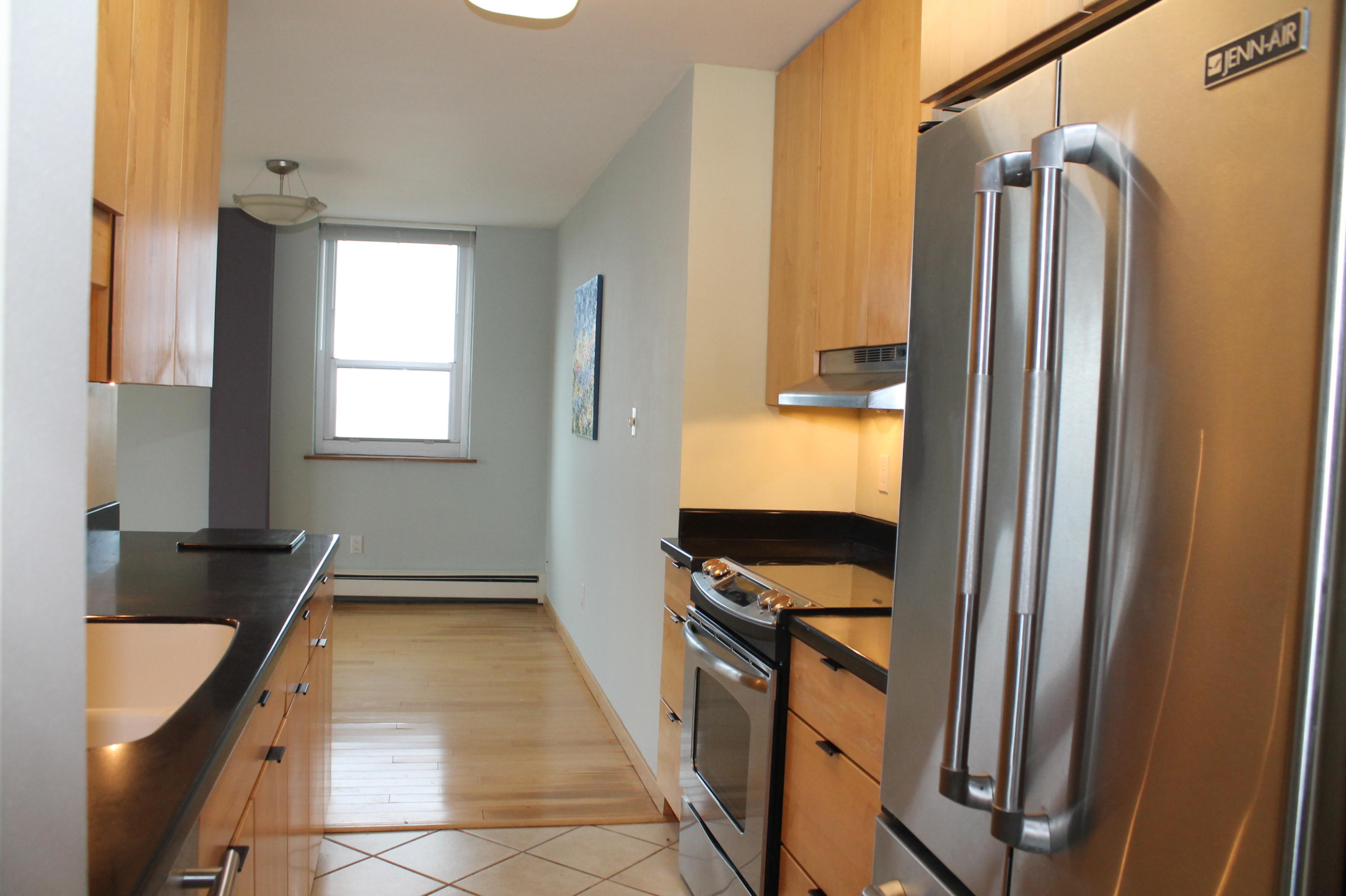 1707 Prospect Ave, Milwaukee, Wisconsin 53202, 2 Bedrooms Bedrooms, 4 Rooms Rooms,2 BathroomsBathrooms,Condominium,For Sale,Prospect Ave,1721430