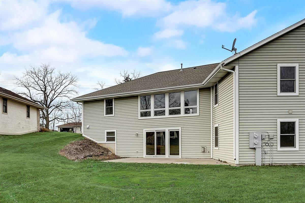 7932 68th St, Franklin, Wisconsin 53132, 4 Bedrooms Bedrooms, 8 Rooms Rooms,3 BathroomsBathrooms,Condominium,For Sale,68th St,1721738