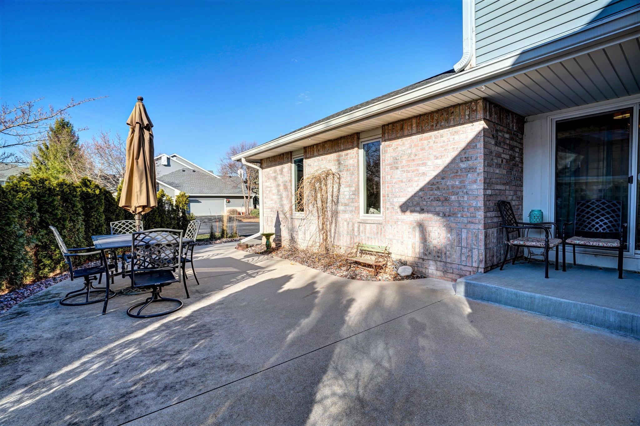 14171 Waters Way, New Berlin, Wisconsin 53151, 2 Bedrooms Bedrooms, ,1 BathroomBathrooms,Condominium,For Sale,Waters Way,1722313