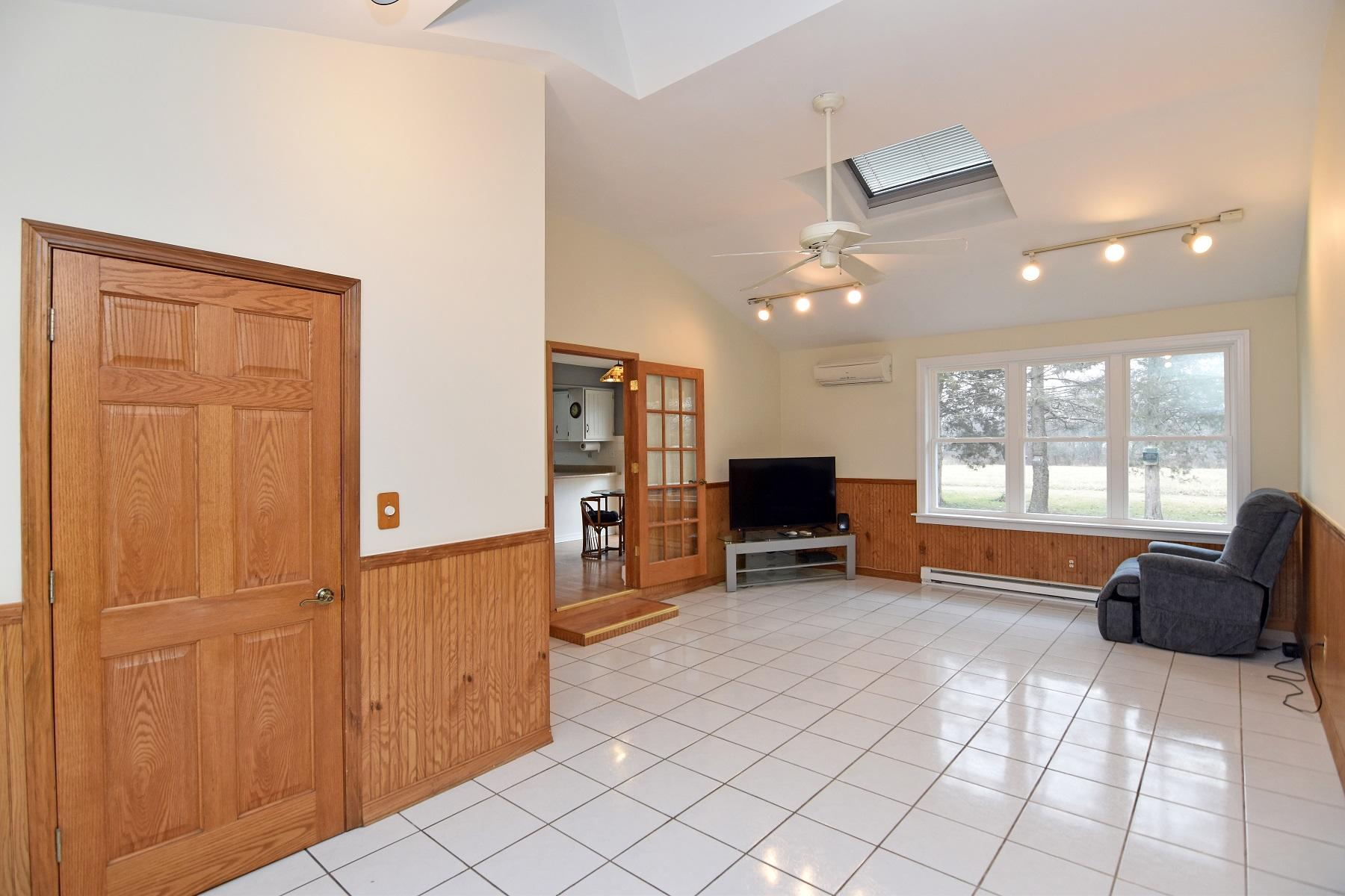 10431 256th Ave, Salem Lakes, Wisconsin 53179, 3 Bedrooms Bedrooms, 6 Rooms Rooms,2 BathroomsBathrooms,Single-family,For Sale,256th Ave,1722161