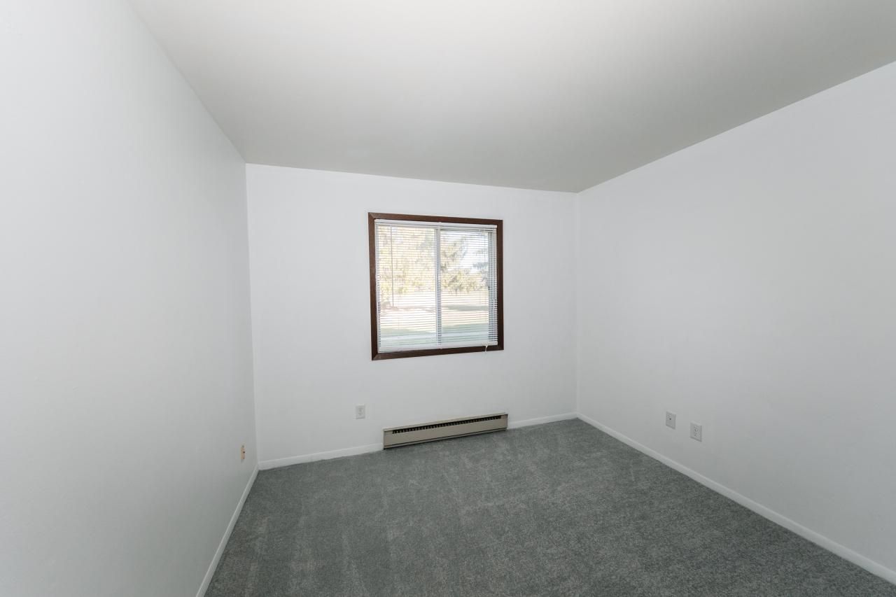 Bedroom 1 wNew Carpet