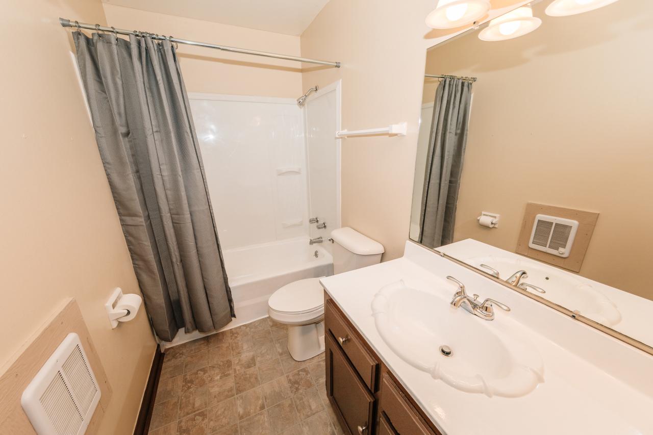 Good Sized Full Bath