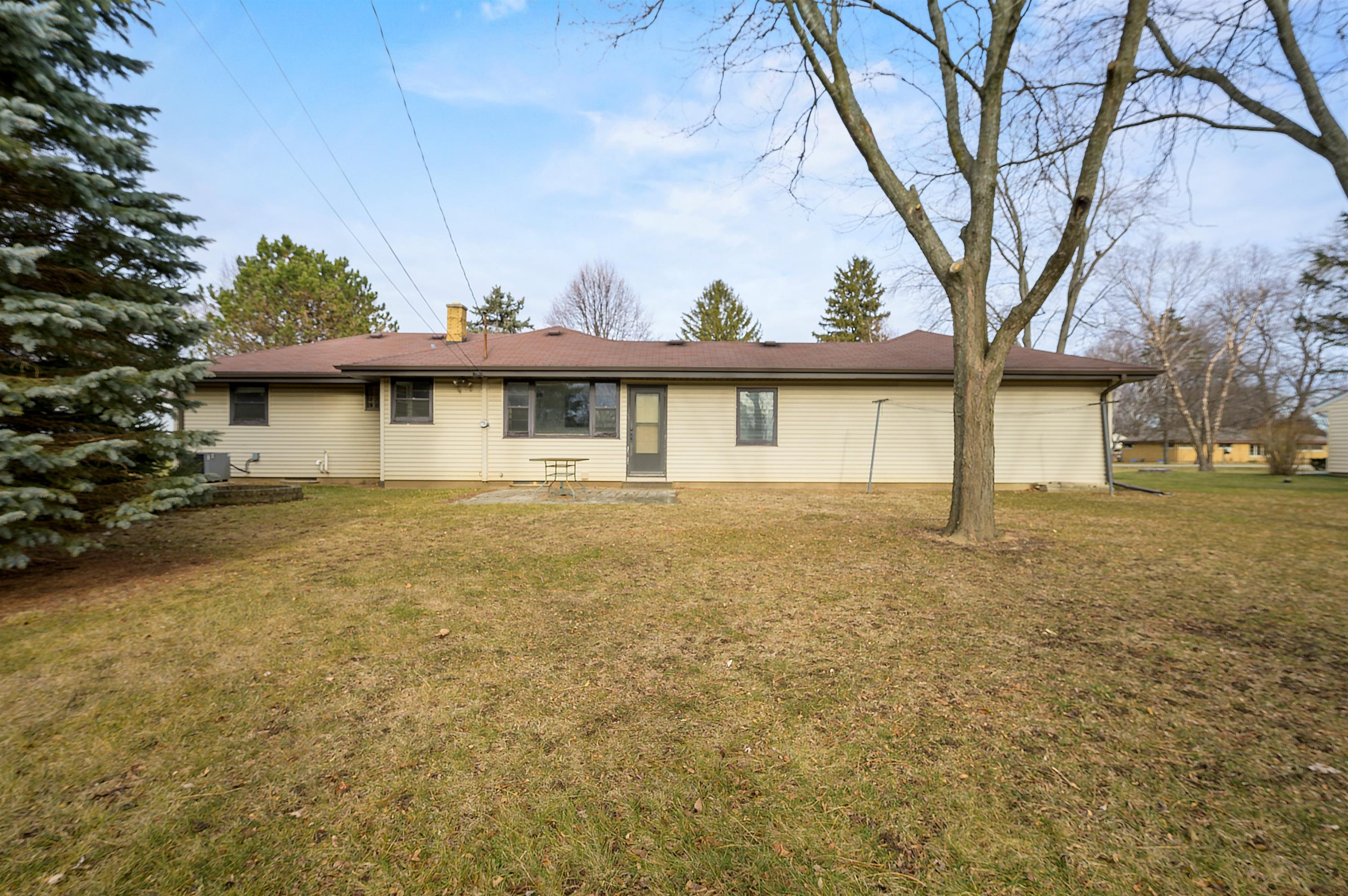 16615 Louis Ln, Brookfield, Wisconsin 53005, 3 Bedrooms Bedrooms, ,1 BathroomBathrooms,Single-family,For Sale,Louis Ln,1722278