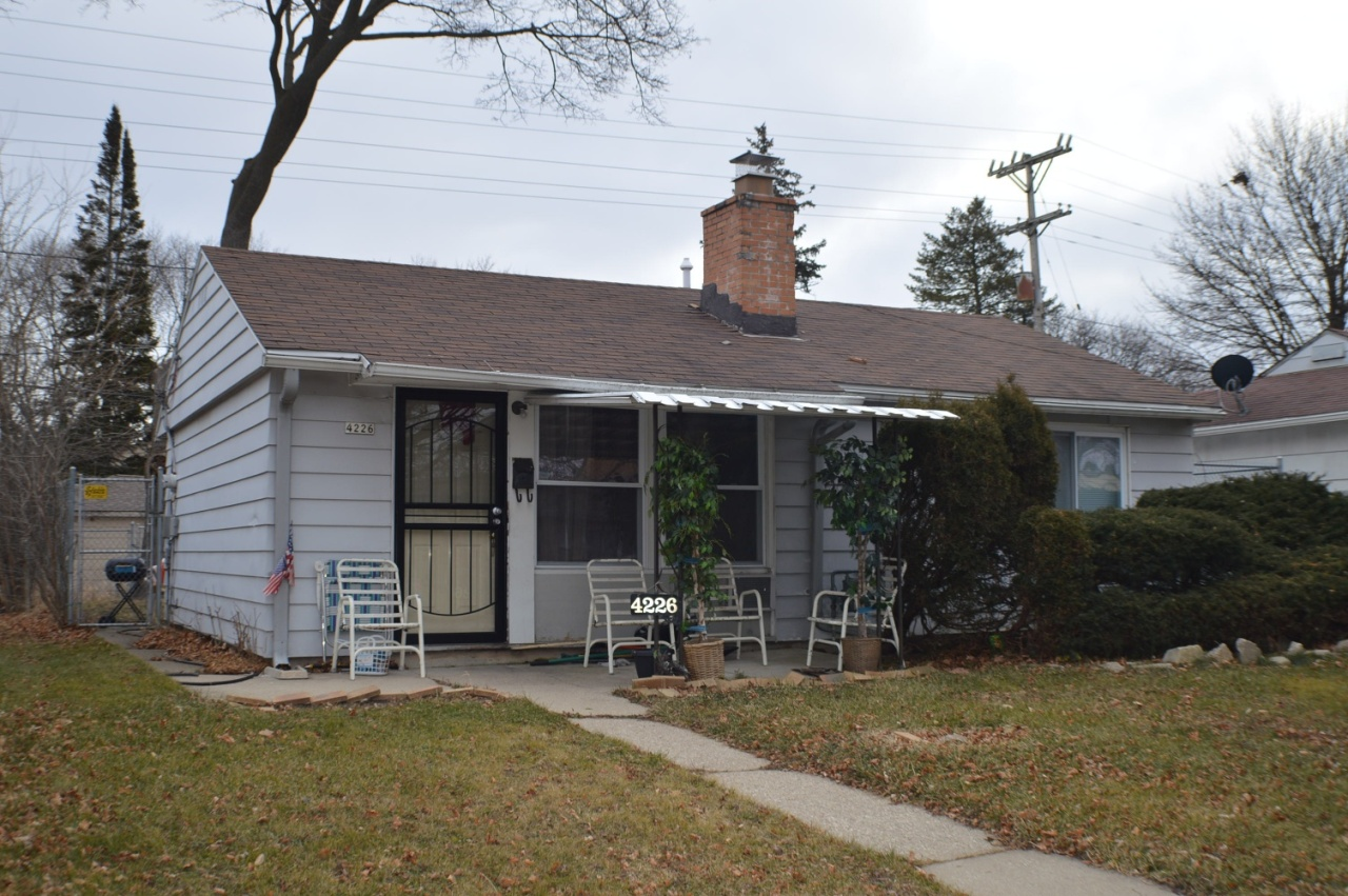 4226 42nd Pl, Milwaukee, Wisconsin 53216, 2 Bedrooms Bedrooms, 4 Rooms Rooms,1 BathroomBathrooms,Single-family,For Sale,42nd Pl,1722227