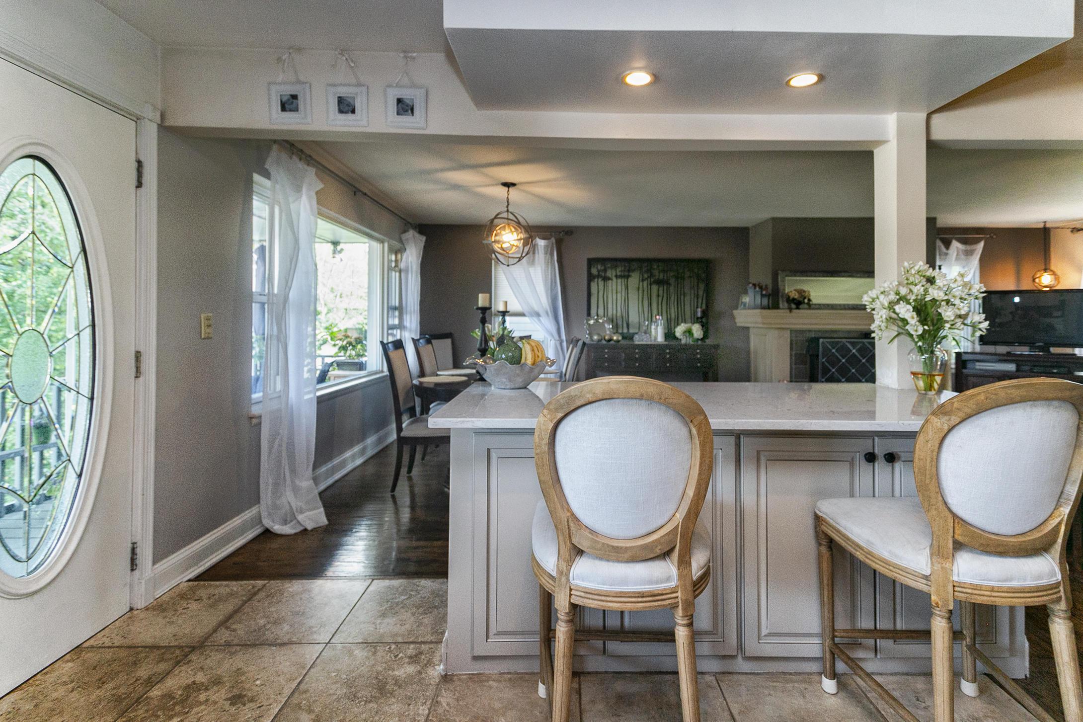 Kitchen with Breakfast Bar Main Level