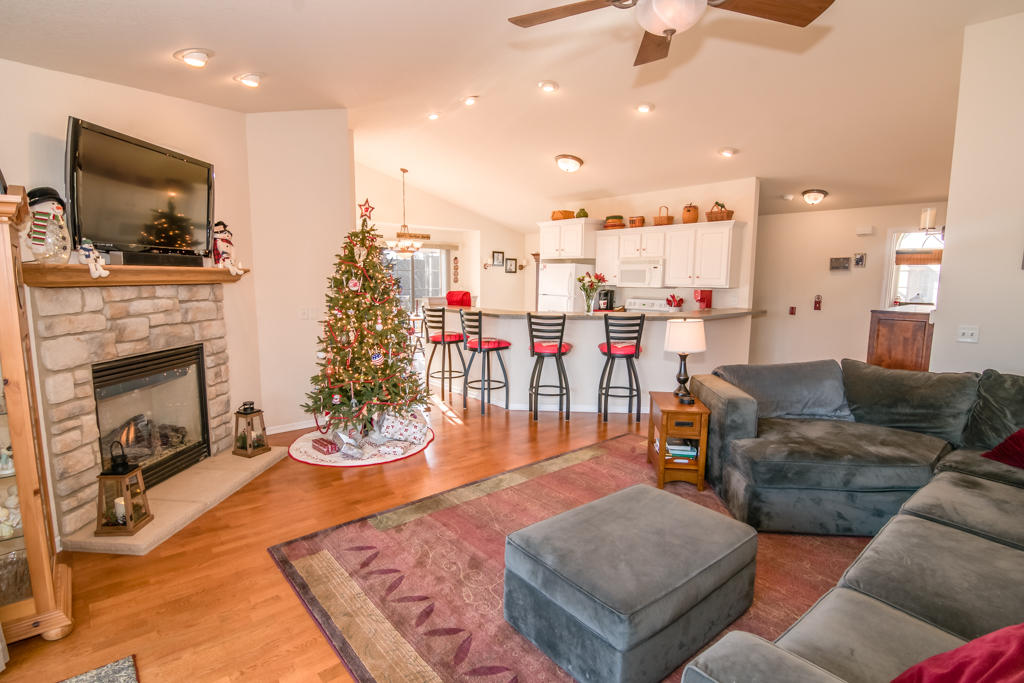 2816 55th Ave, Kenosha, Wisconsin 53144, 3 Bedrooms Bedrooms, 6 Rooms Rooms,2 BathroomsBathrooms,Condominium,For Sale,55th Ave,1722343