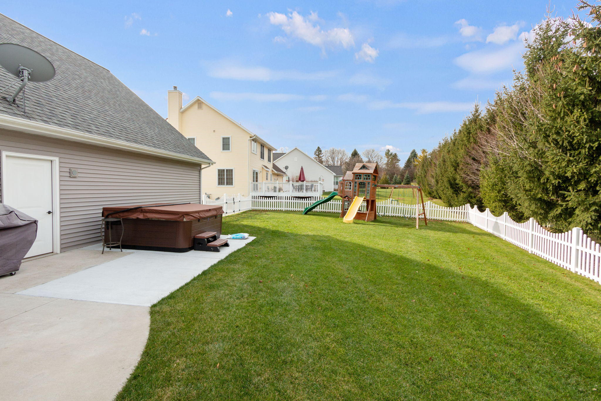 1204 Upper Greystone Dr, Plymouth, Wisconsin 53073, 3 Bedrooms Bedrooms, 9 Rooms Rooms,3 BathroomsBathrooms,Single-family,For Sale,Upper Greystone Dr,1722963