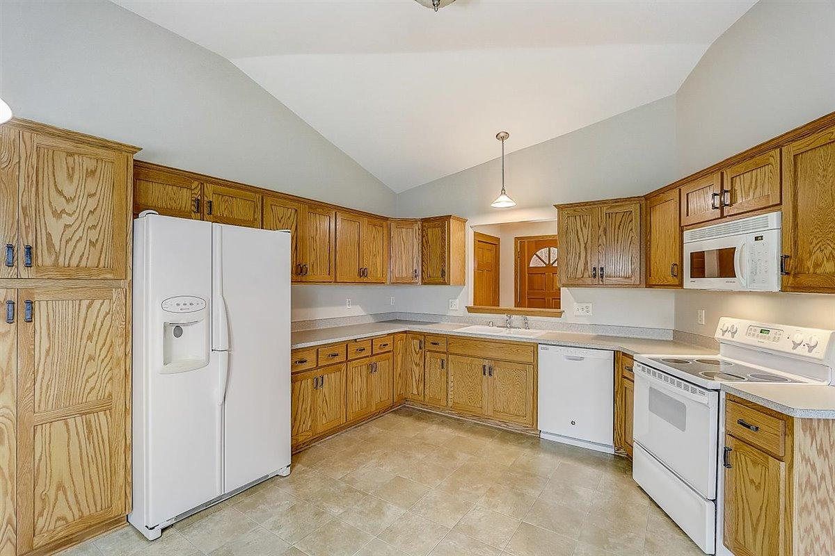 7930 68th St, Franklin, Wisconsin 53132, 4 Bedrooms Bedrooms, 8 Rooms Rooms,3 BathroomsBathrooms,Condominium,For Sale,68th St,1721737