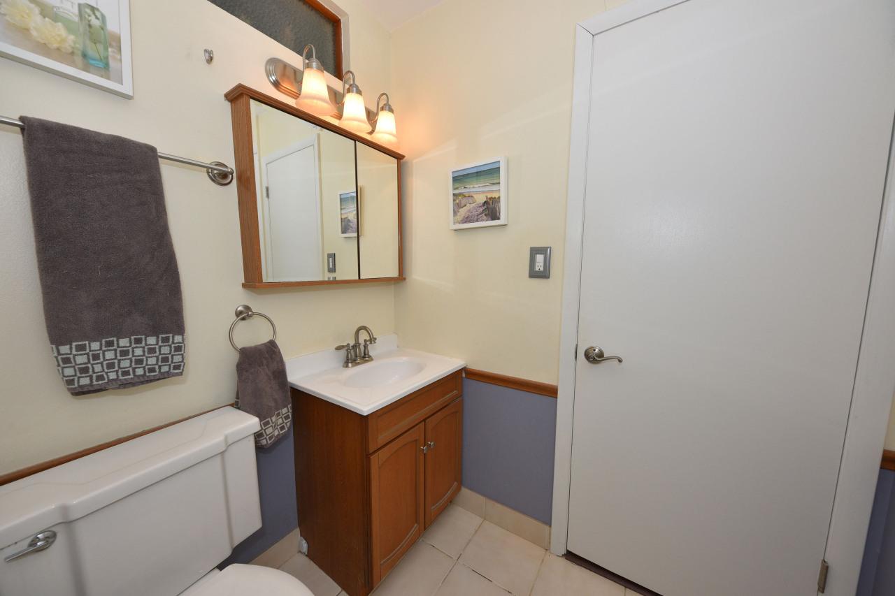 Dual Entry Half Bath