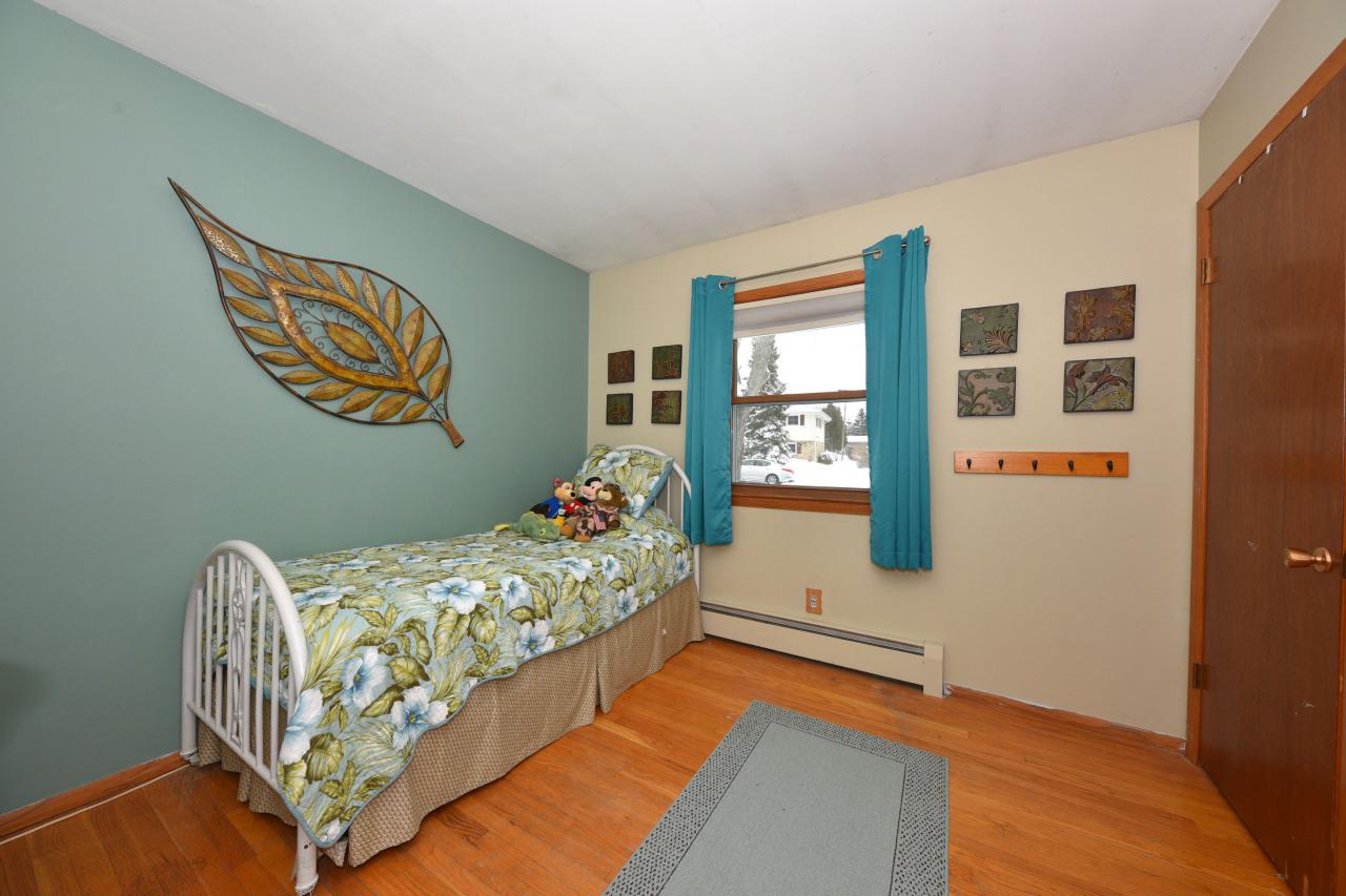 Bedroom 3 w Hardwood Floors