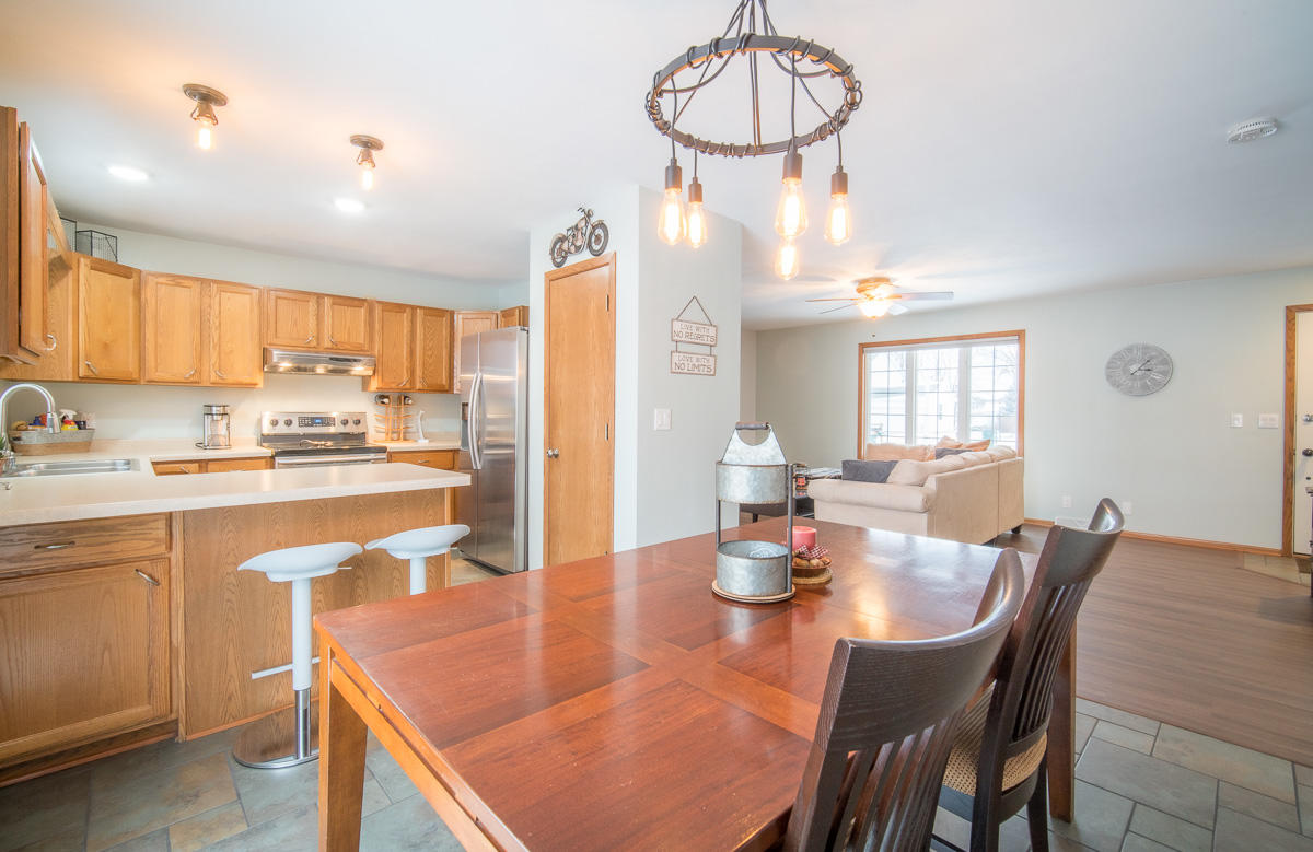 1560 Foxtail Dr, Hartford, Wisconsin 53027, 3 Bedrooms Bedrooms, 6 Rooms Rooms,2 BathroomsBathrooms,Single-family,For Sale,Foxtail Dr,1722844